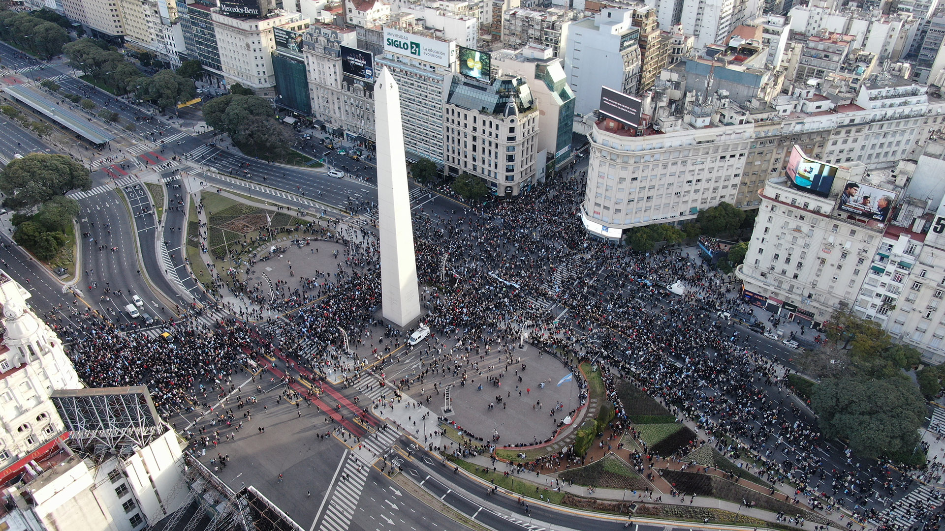 La concentración en el Obelisco porteño. Desde allí marcharon hacia Plaza de Mayo