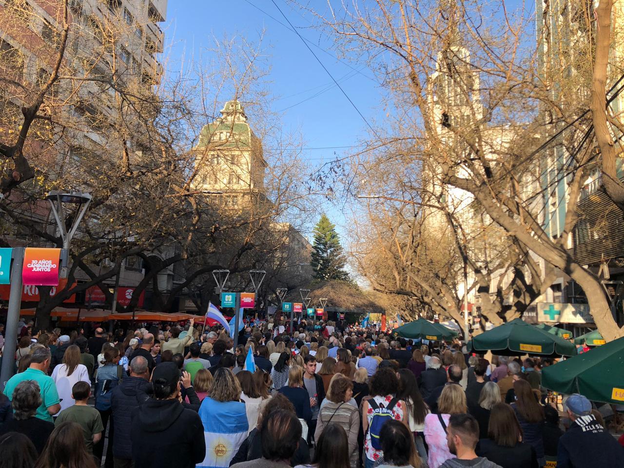 En la ciudad de Mendoza también marcharon en apoyo al presidente Macri