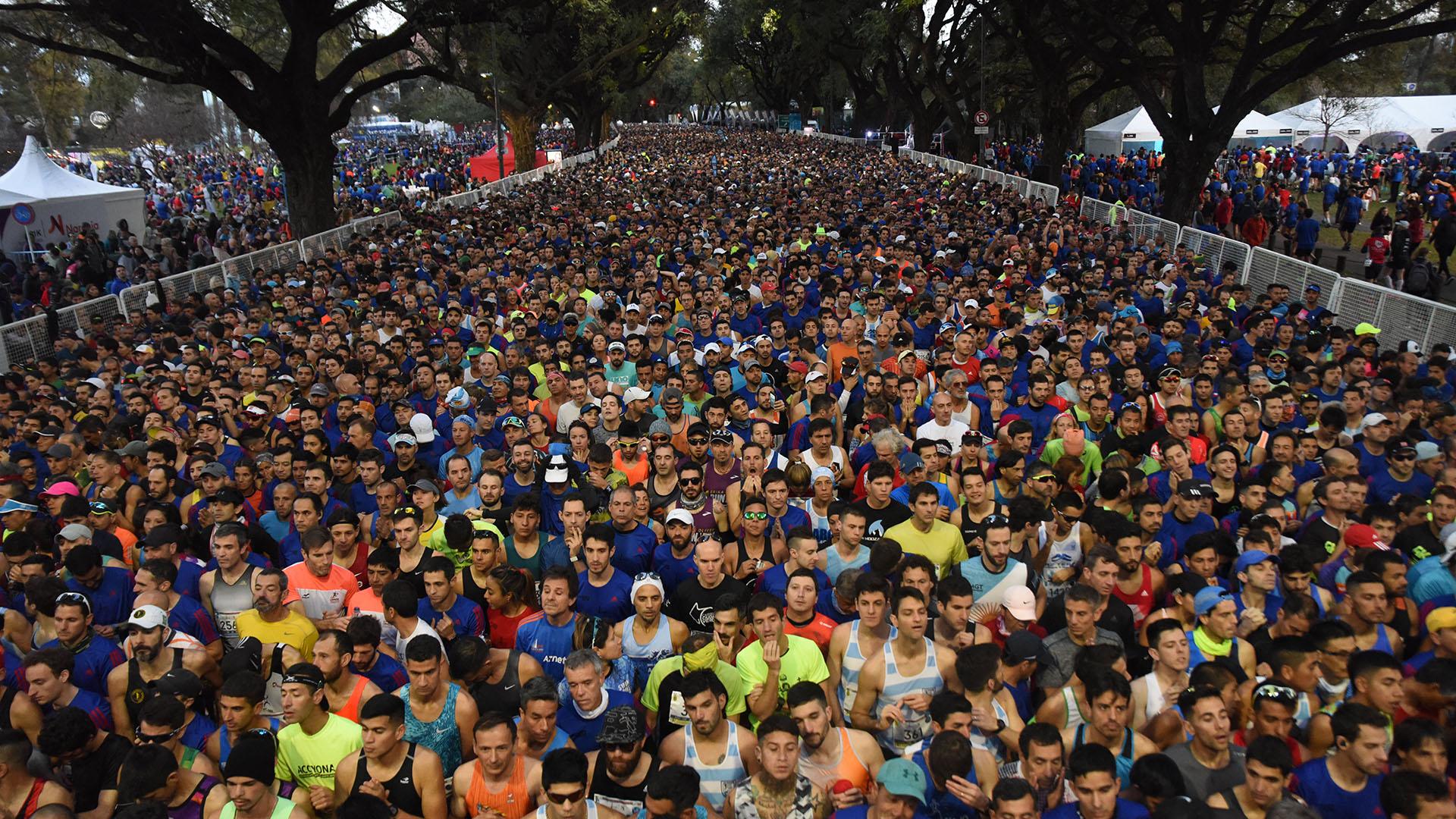 Una multitud se hizo presente en Figueroa Alcorta y Monroe para el comienzo de la carrera