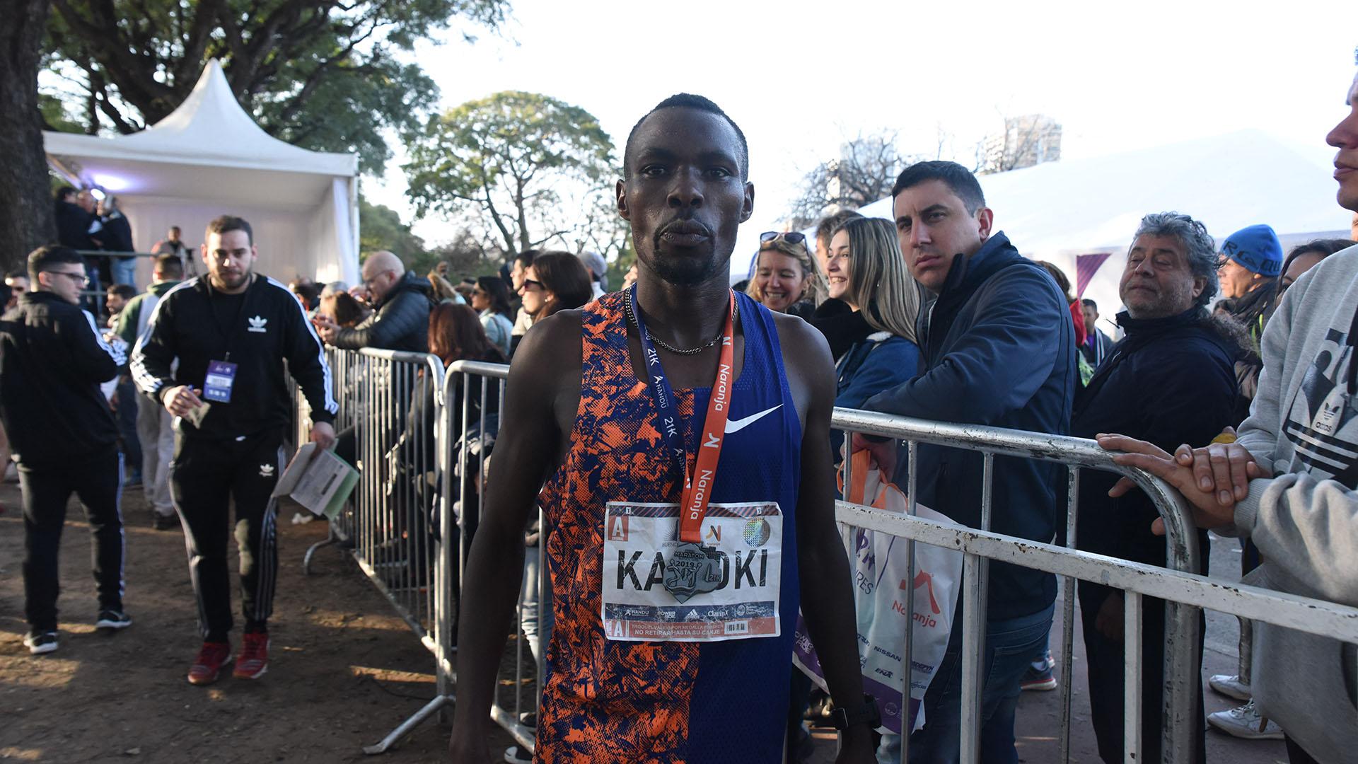 El keniata Bedan Karoki ganó la carrera con un tiempo récord de 59:07 minutos (Fotos: Franco Fafasuli y Nicolás Stulberg)