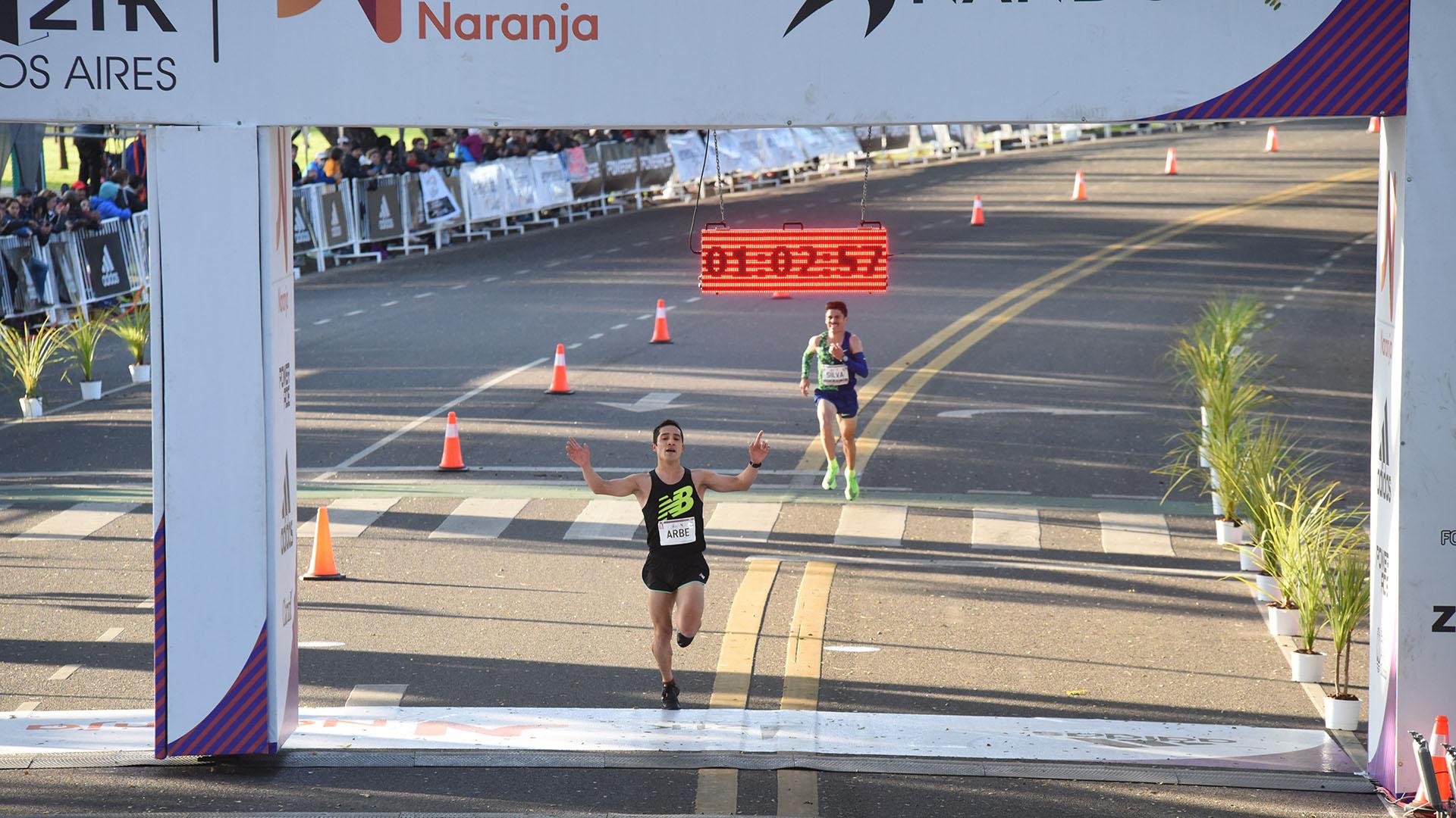 Joaquín Arbe, oriundo de Esquel, fue el argentino más rápido, con un tiempo de 1:02:58