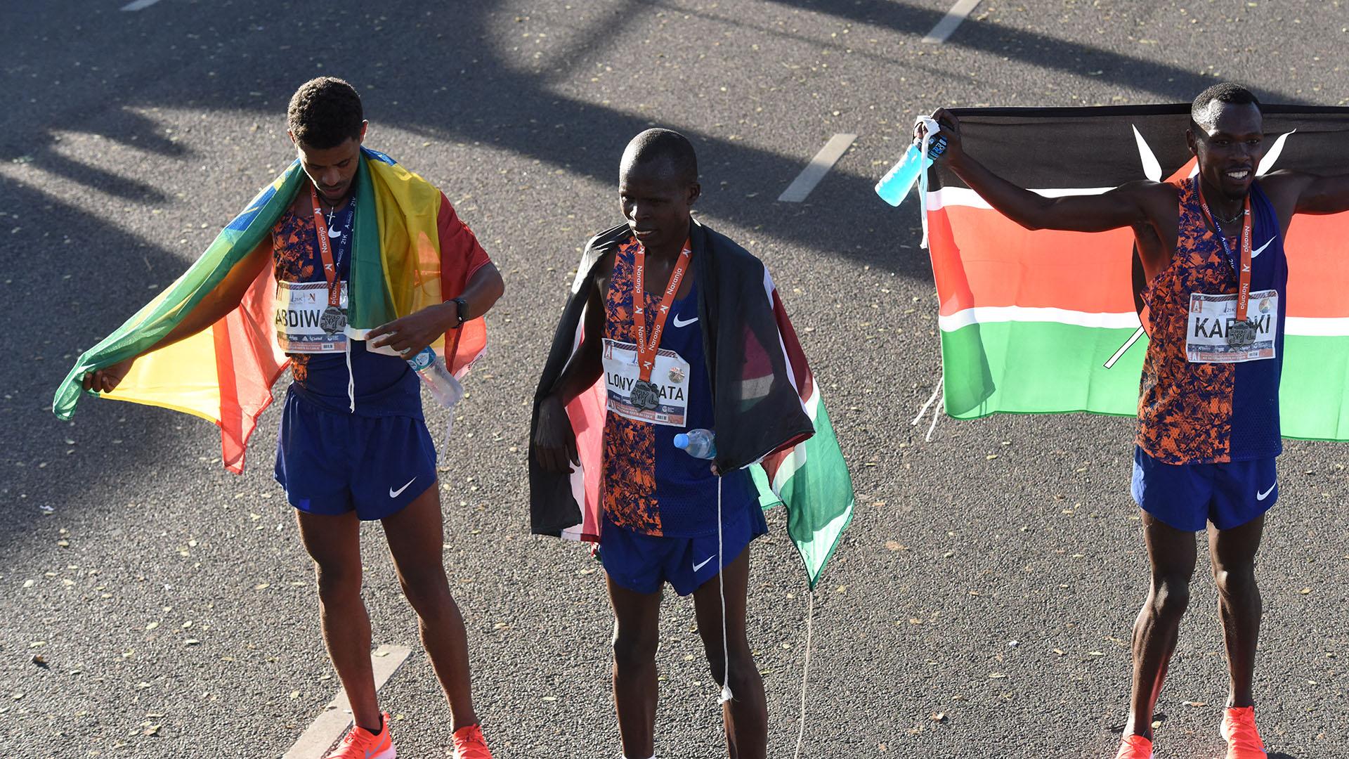 Karoki (derecha) finalizó en 2018 en el tercer puesto del ránking mundial de maratón