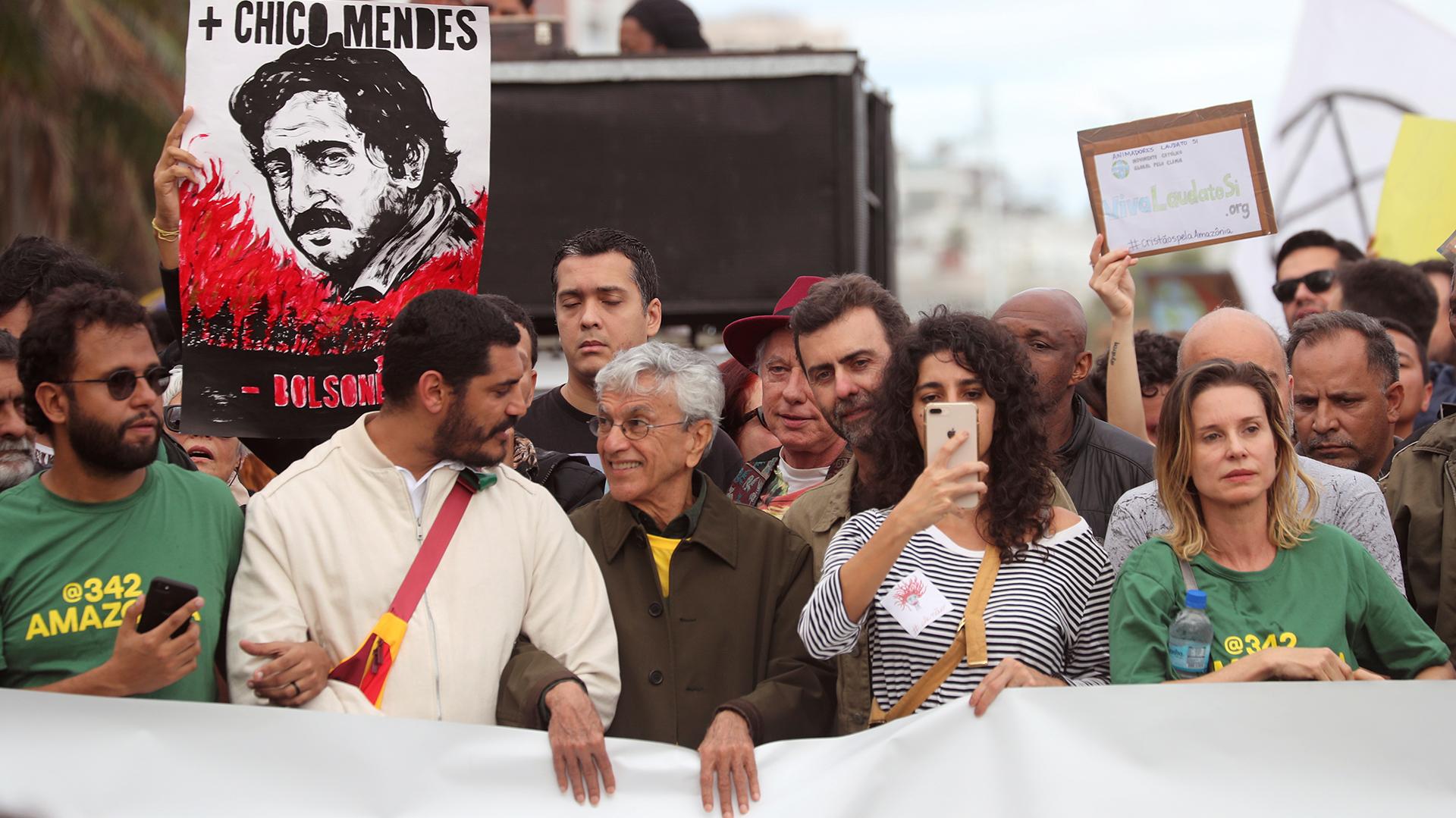 El cantante brasileño Caetano Veloso asiste a la protesta.REUTERS / Sergio Moraes