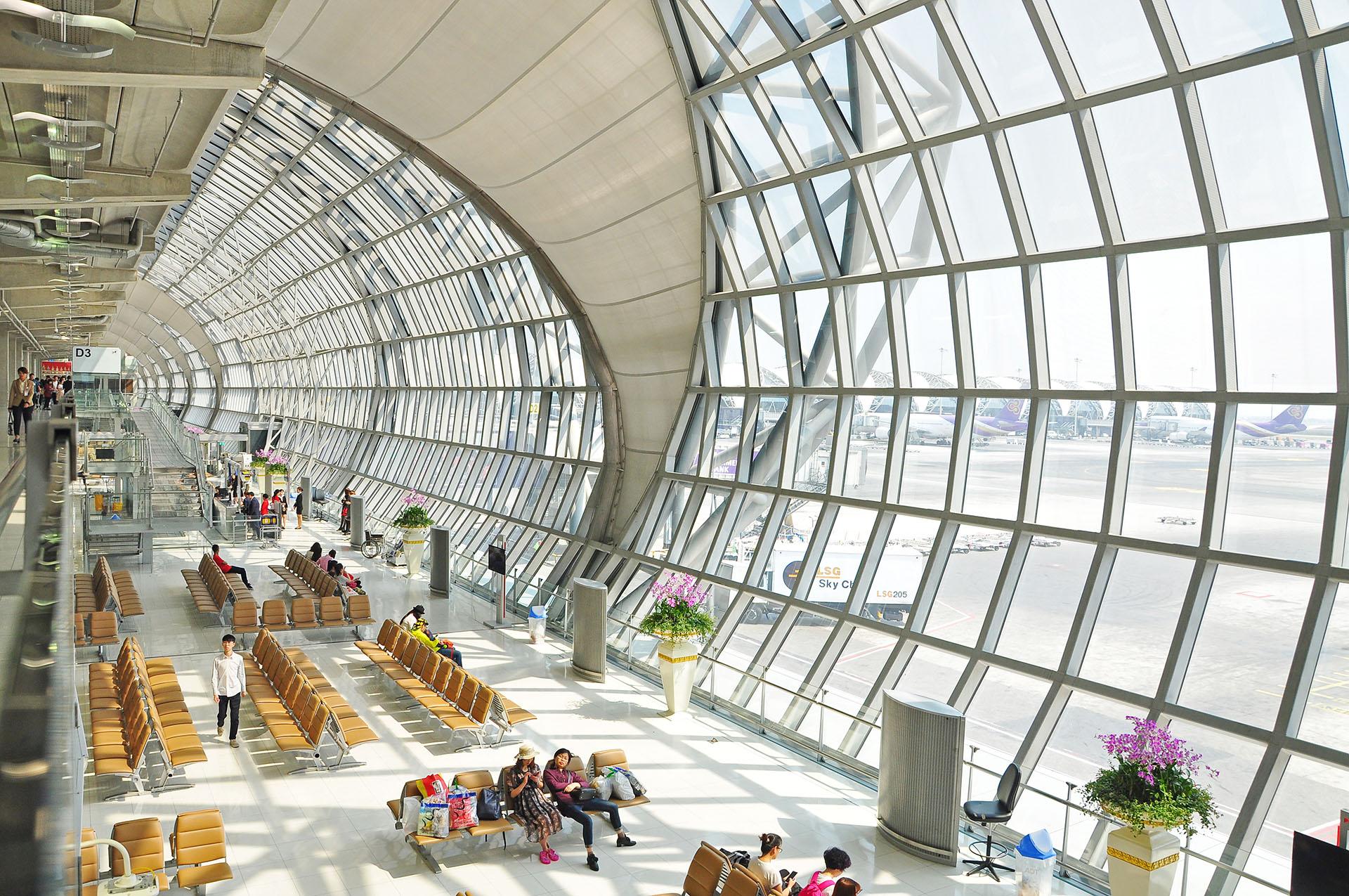 Inaugurado en 2006, el aeropuerto de Suvarnabhumi es el más nuevo de los dos aeropuertos en Bangkok, Tailandia
