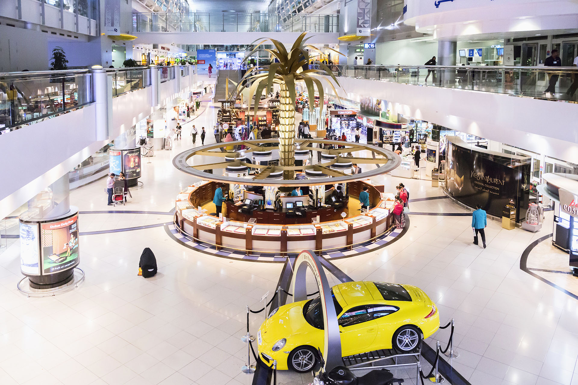 El aeropuerto internacional de Dubai es uno de los más atractivos del mundo. Las comodidades incluyen un jardín zen y servicio de masajes