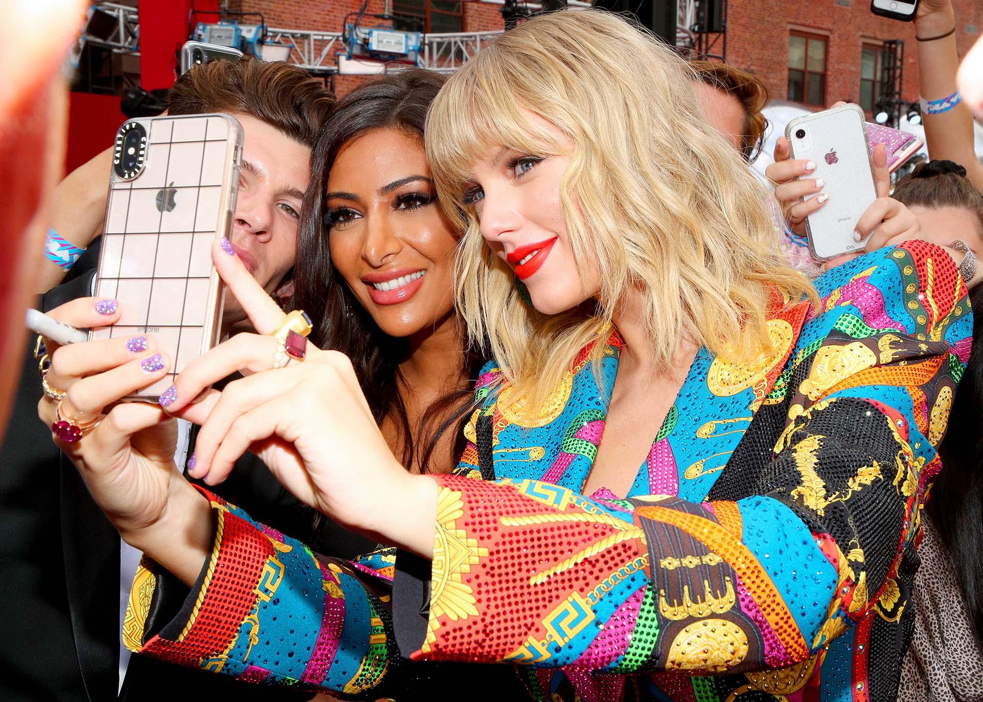 Taylor Swift se tomó selfies con sus fans en su entrada a los MTV Video Music Awards 2019