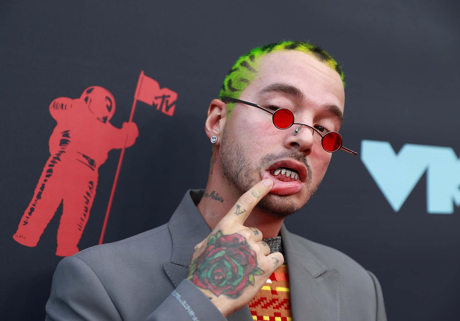 J Balvin, otro de los latinos más buscados en la alfombra roja de la premiación de MTV