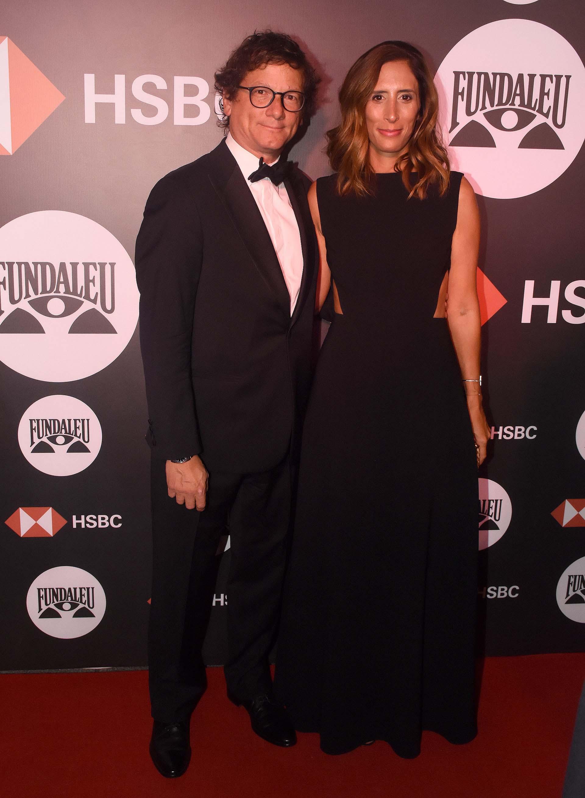 El presidente de HSBC, Gabriel Martino, junto a su mujer