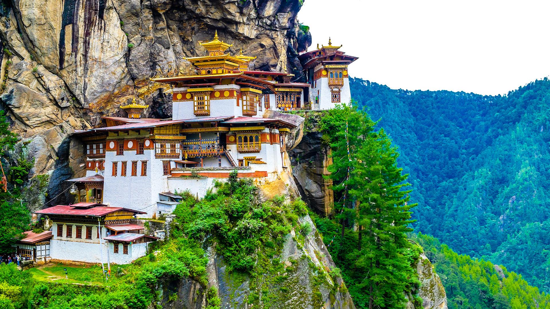 El país del sur de Asia ubicado en la cordillera del Himalaya y sin salida al mar es ideal para el viajero de lujo aventurero: Bután está hecho para el senderismo. Se organizan caminatas a muchos de los monasterios de la región, ciclismo de montaña a lo largo de pasos de montaña y participación en torneos de tiro con arco