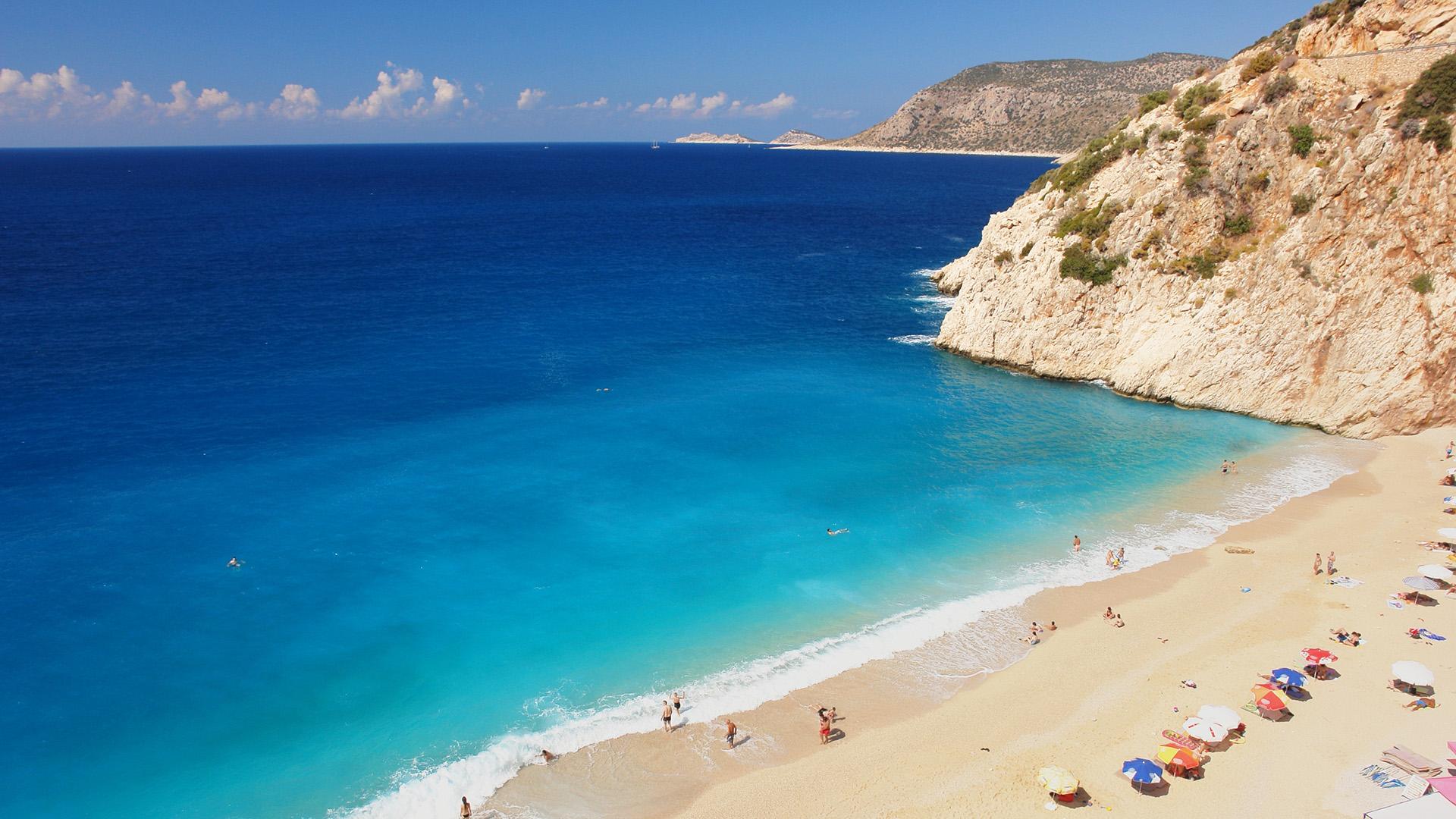 Con el Egeo turco de vuelta en el mapa, sus mares turquesas, playas secretas y exclusivos bares y clubes están alcanzando los intereses de los amantes deldescansode playa glamoroso