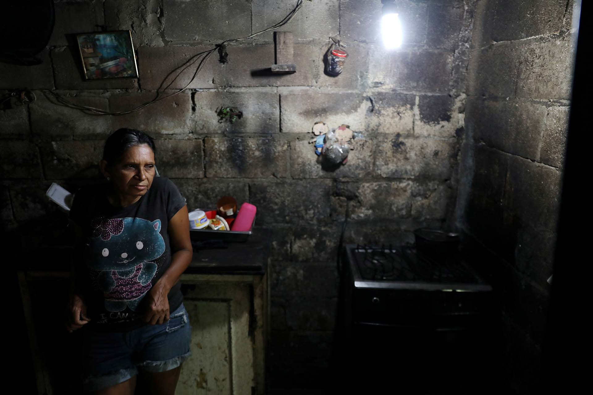 Andrea Carrasquelen la cocina de su casa en Maracay, Venezuela(REUTERS/Manaure Quintero)
