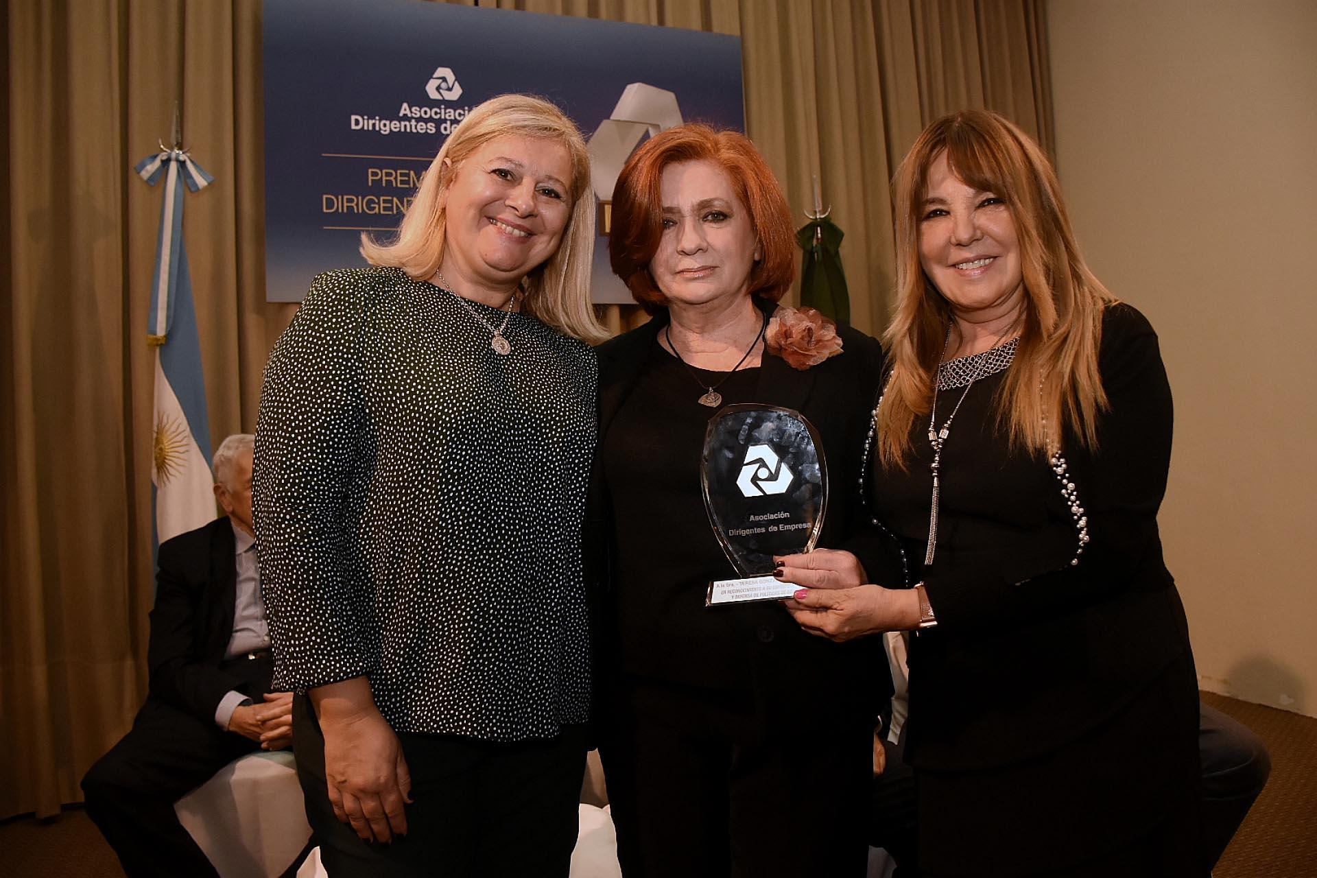 La presidente de ALPI, Teresa González Fernández, obtuvo una mención especial por su labor solidaria y social