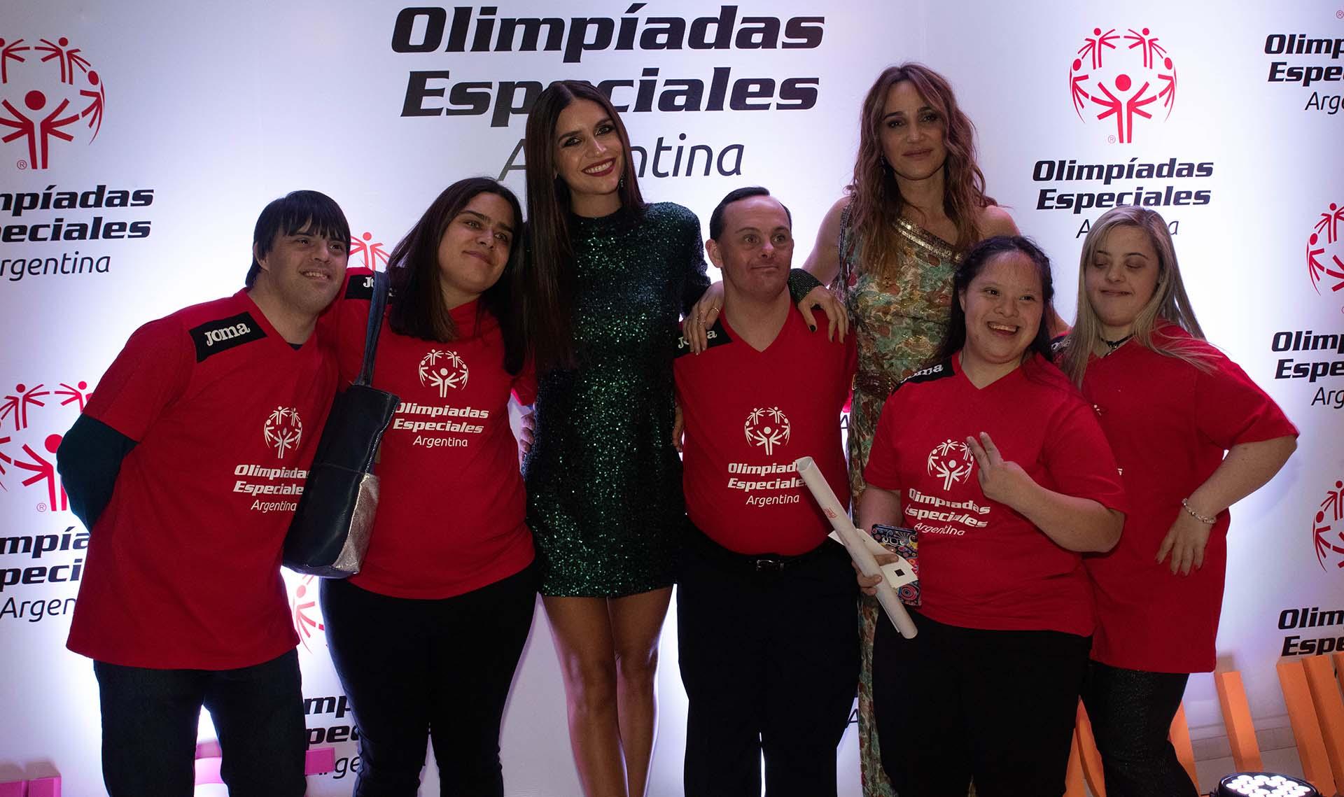 Zaira Nara y Verónica Lozano quien fue la conductora del evento junto con Iván de Pineda, estuvieron en una nueva edición del evento solidario