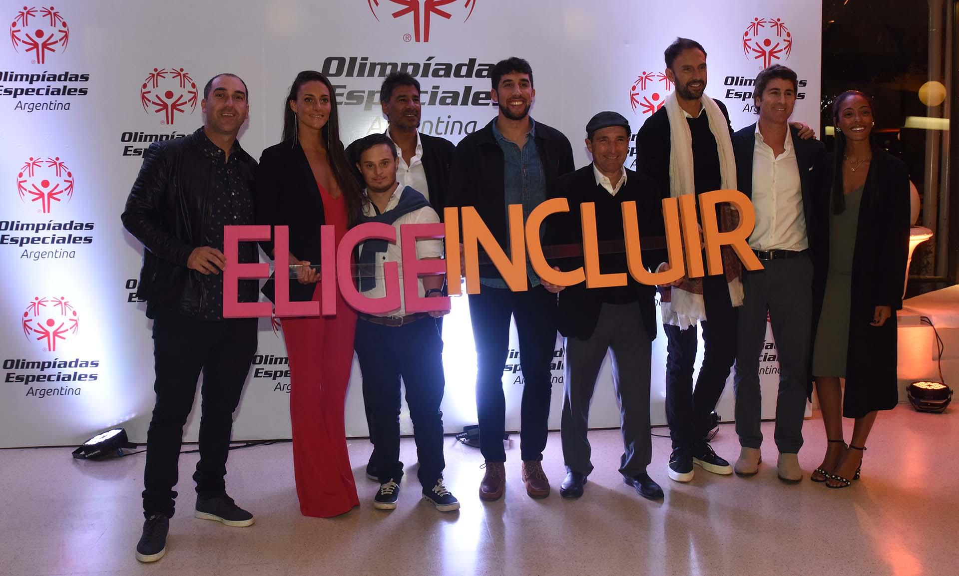 Del ámbito deportivo estuvieron presentes Sergio Cachito Vigil, Virginia Bardach, Nacho De Luca y Jerónimo Bidegain