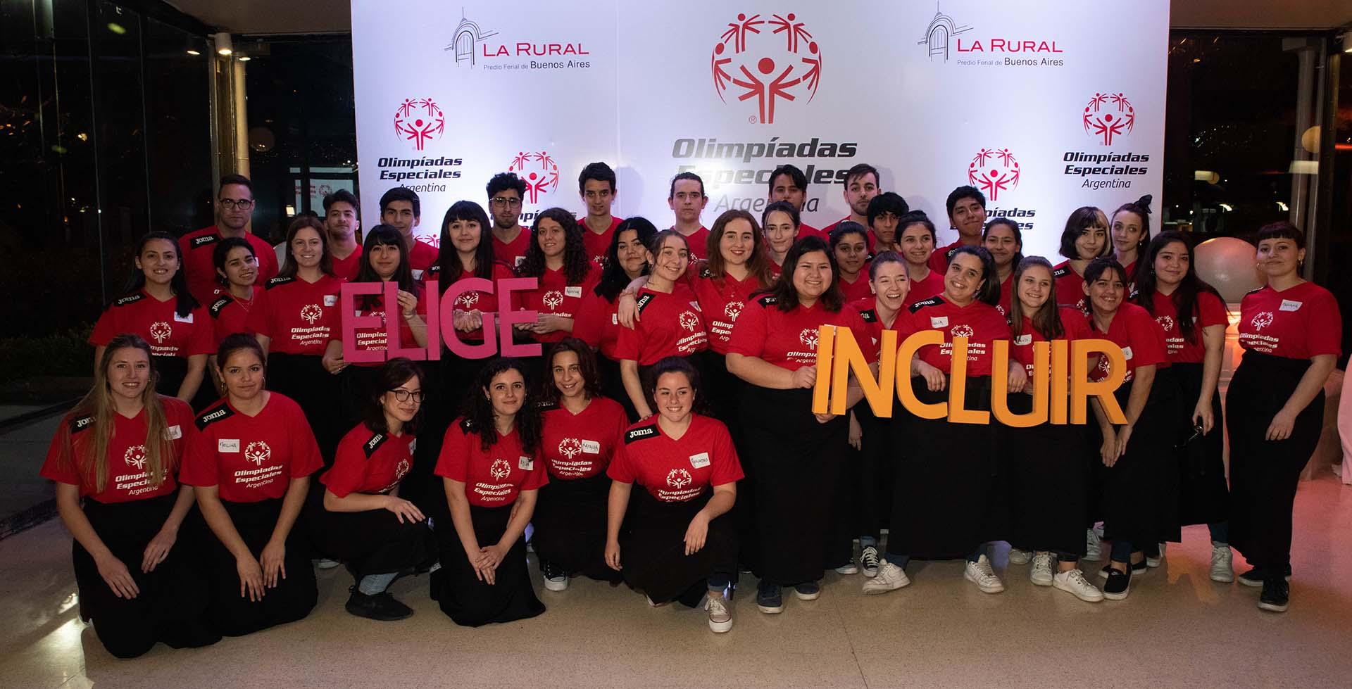 Con el objetivo de recaudar fondos para el fortalecimiento de los Programas Unificados de educación, liderazgo y deporte, para jóvenes con y sin discapacidad, las Olimpíadas Especiales Argentina realizaron su VIII cena anual solidaria