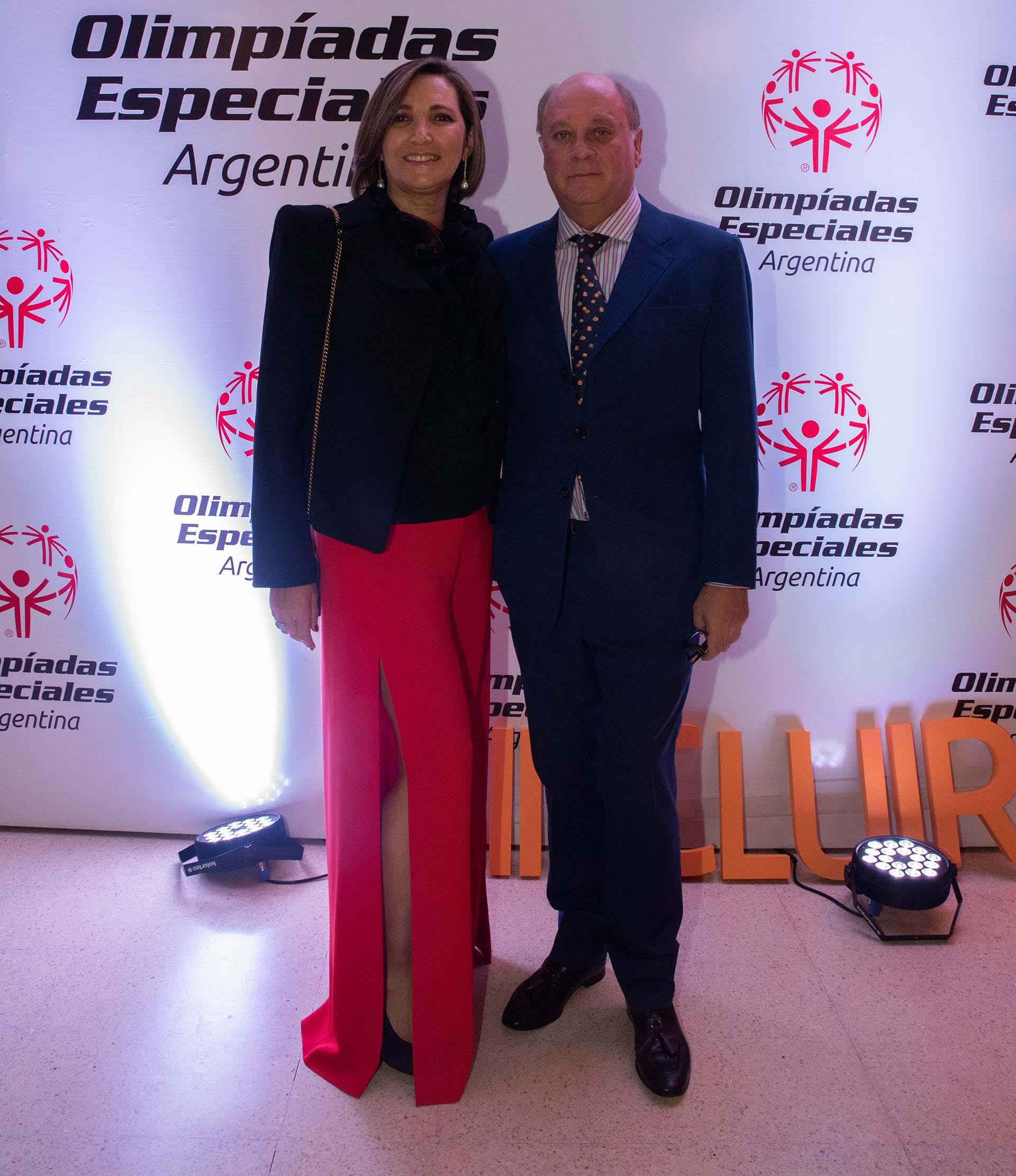 El empresario Martín Cabrales junto con su esposa Dora Sánchez