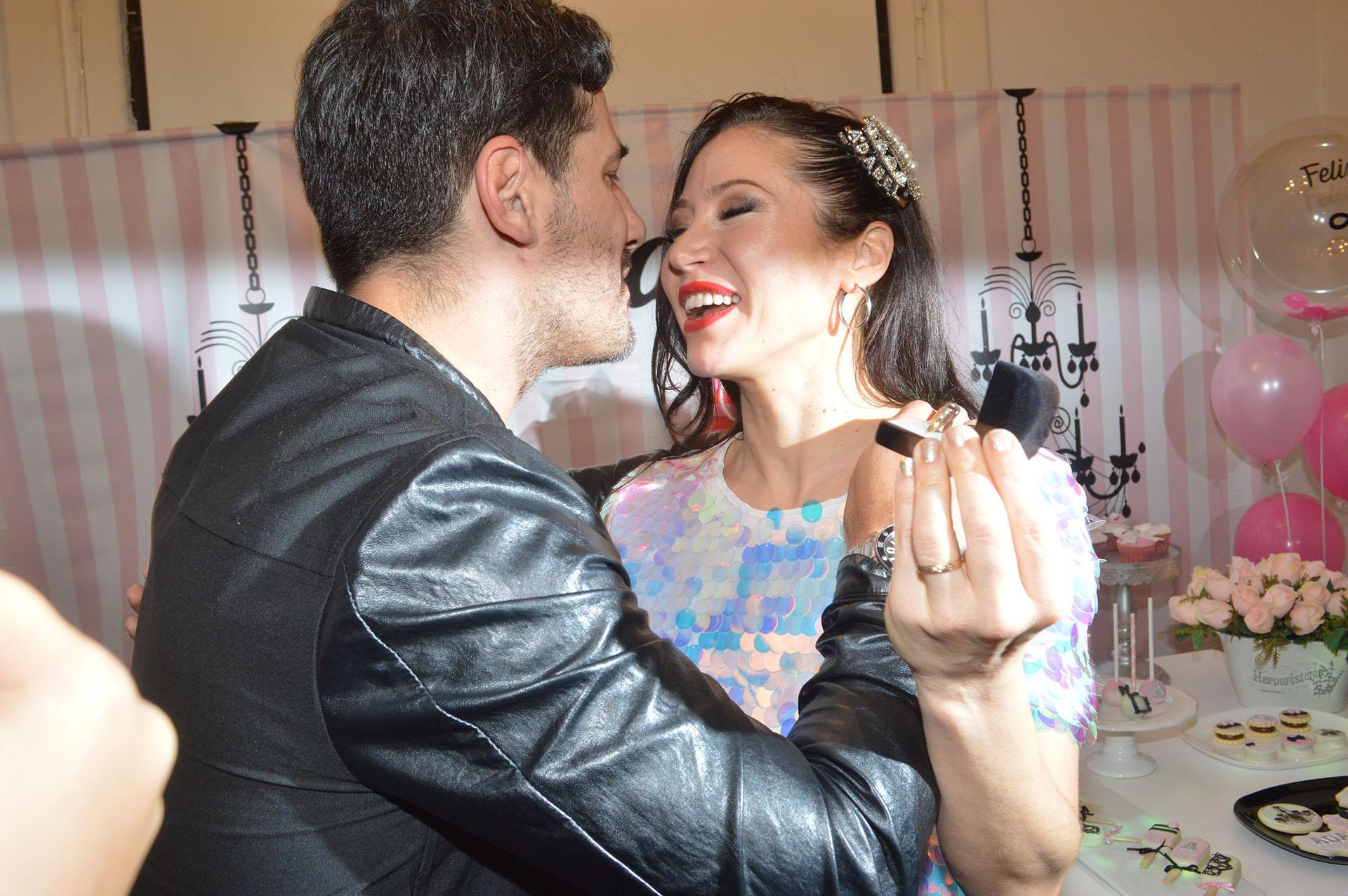 Lamela aprovechó la celebración de su mujer para sorprenderla con un anillo de casamiento