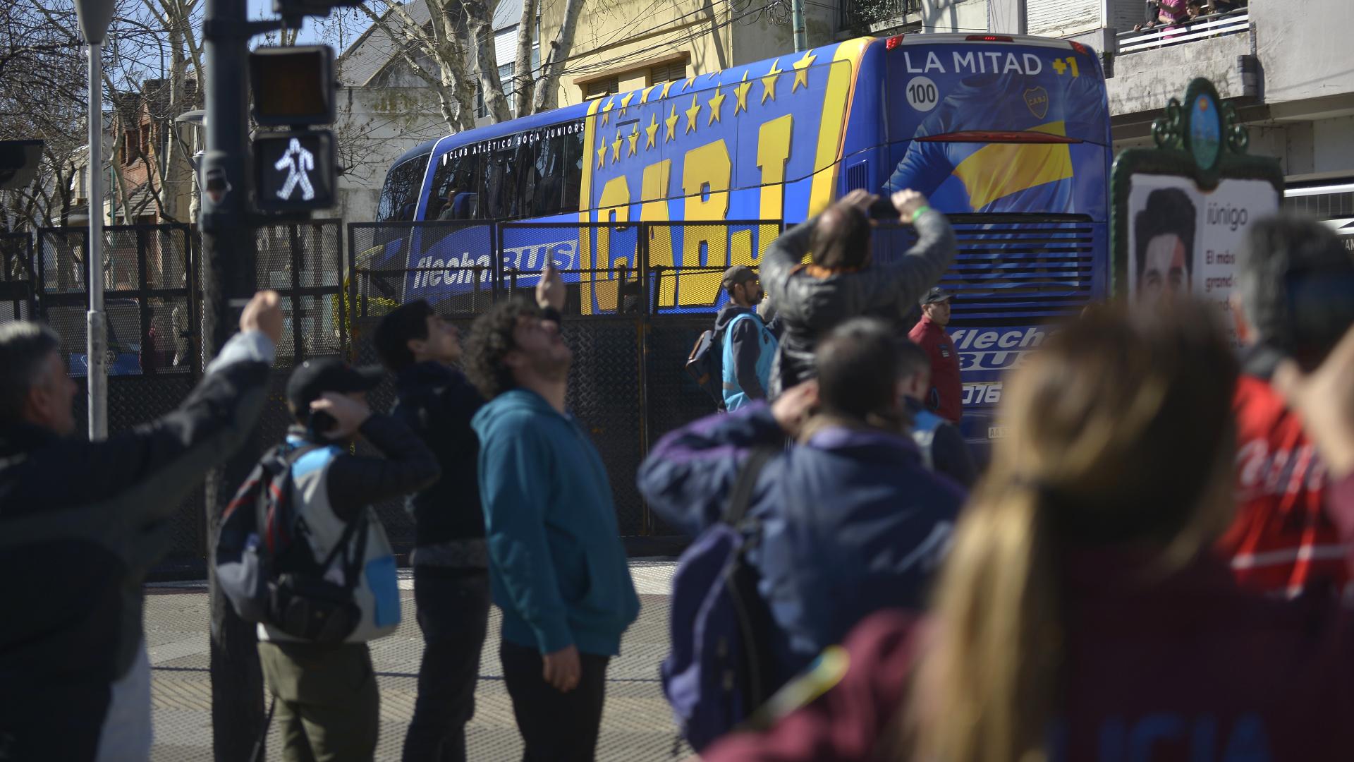 El micro de Boca pudo llegar sin inconvenientes al estadio gracias a un gran operativo