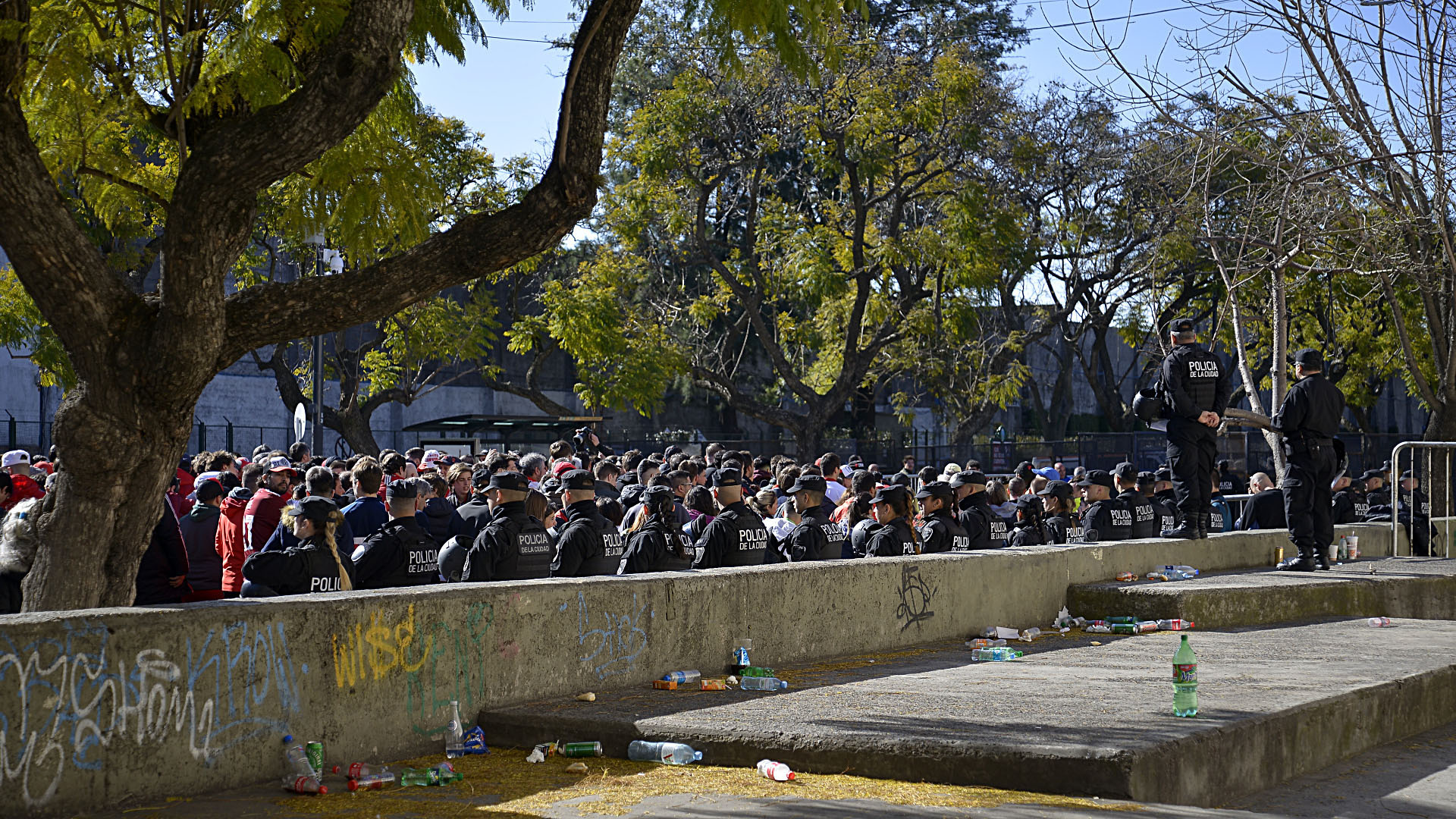 Con entradas agotadas, casi 70 mil espectadores acudieron al partido más importante del fútbol argentino