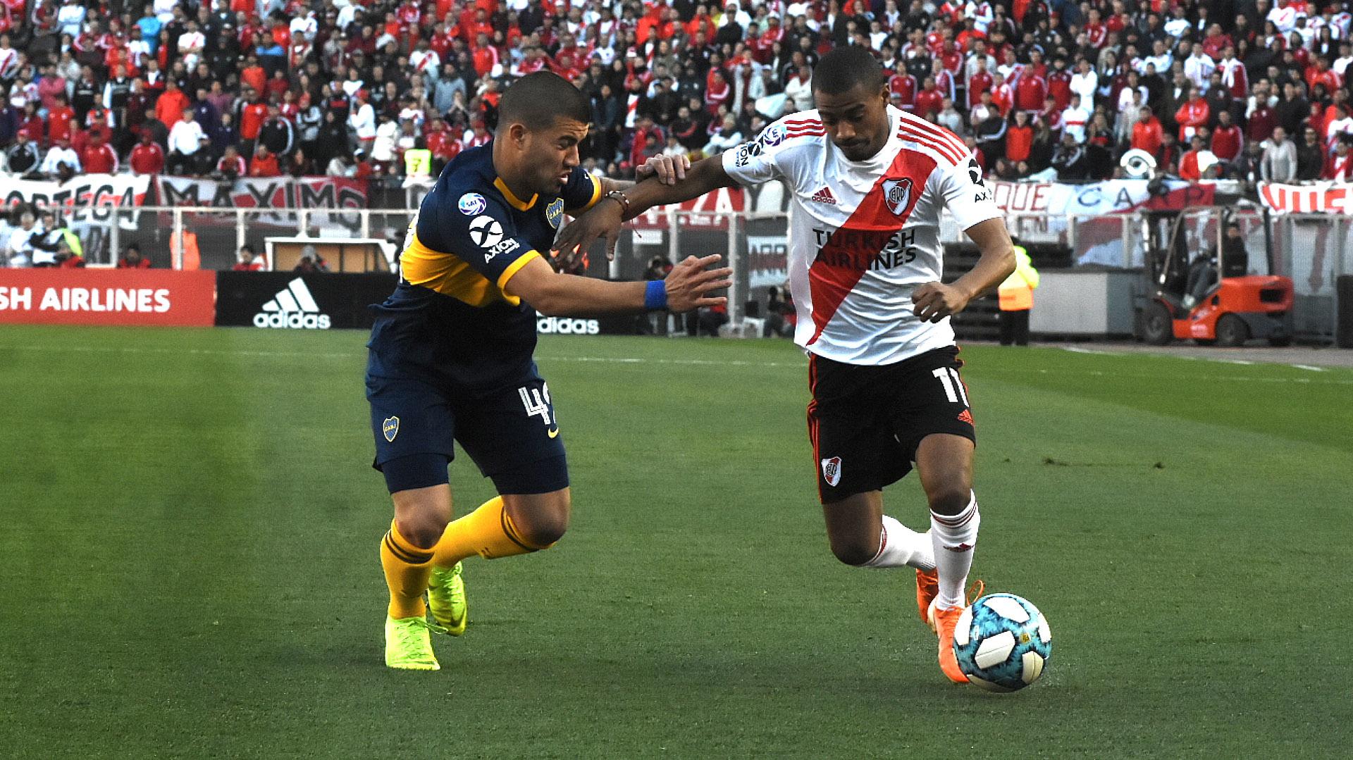Durante los primeros minutos, River jugó en terreno rival y contó con algunos avances bajo los pies de De La Cruz