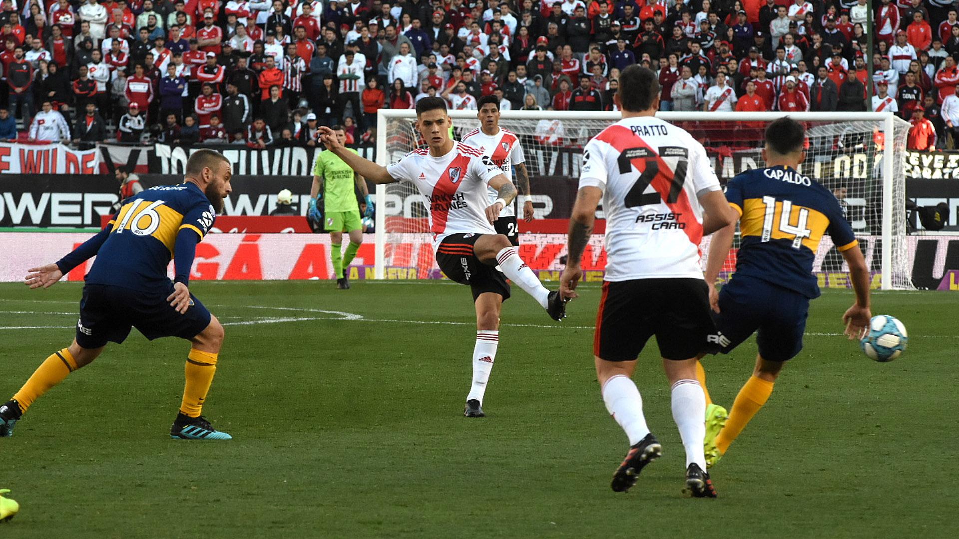 Sin grandes ocasiones de peligro y con un dominio por parte del Millonario, los equipo se fueron al descanso 0-0