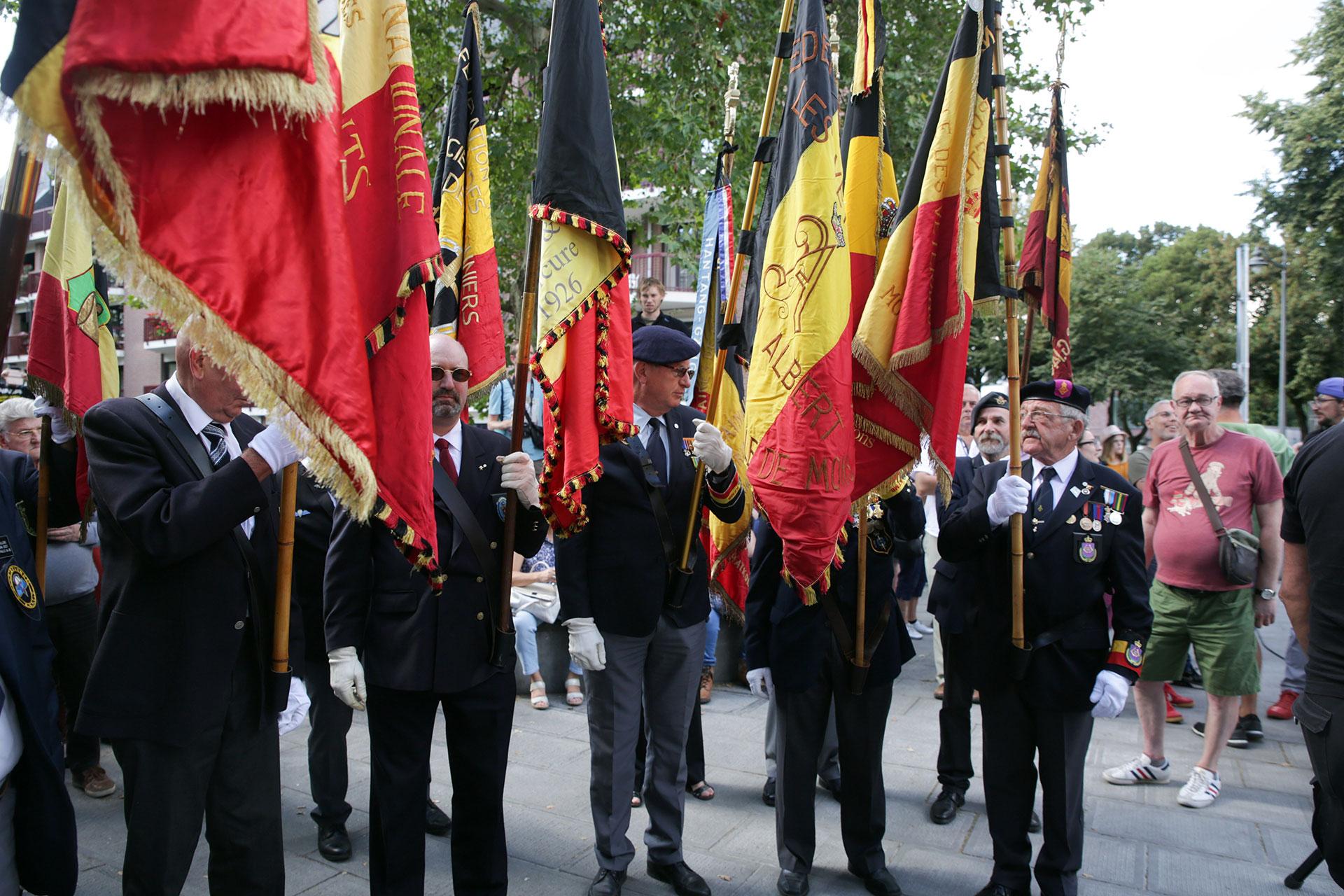 Uniformes y banderas coparon las calles de la capital belga para la conmemoración (EFE)