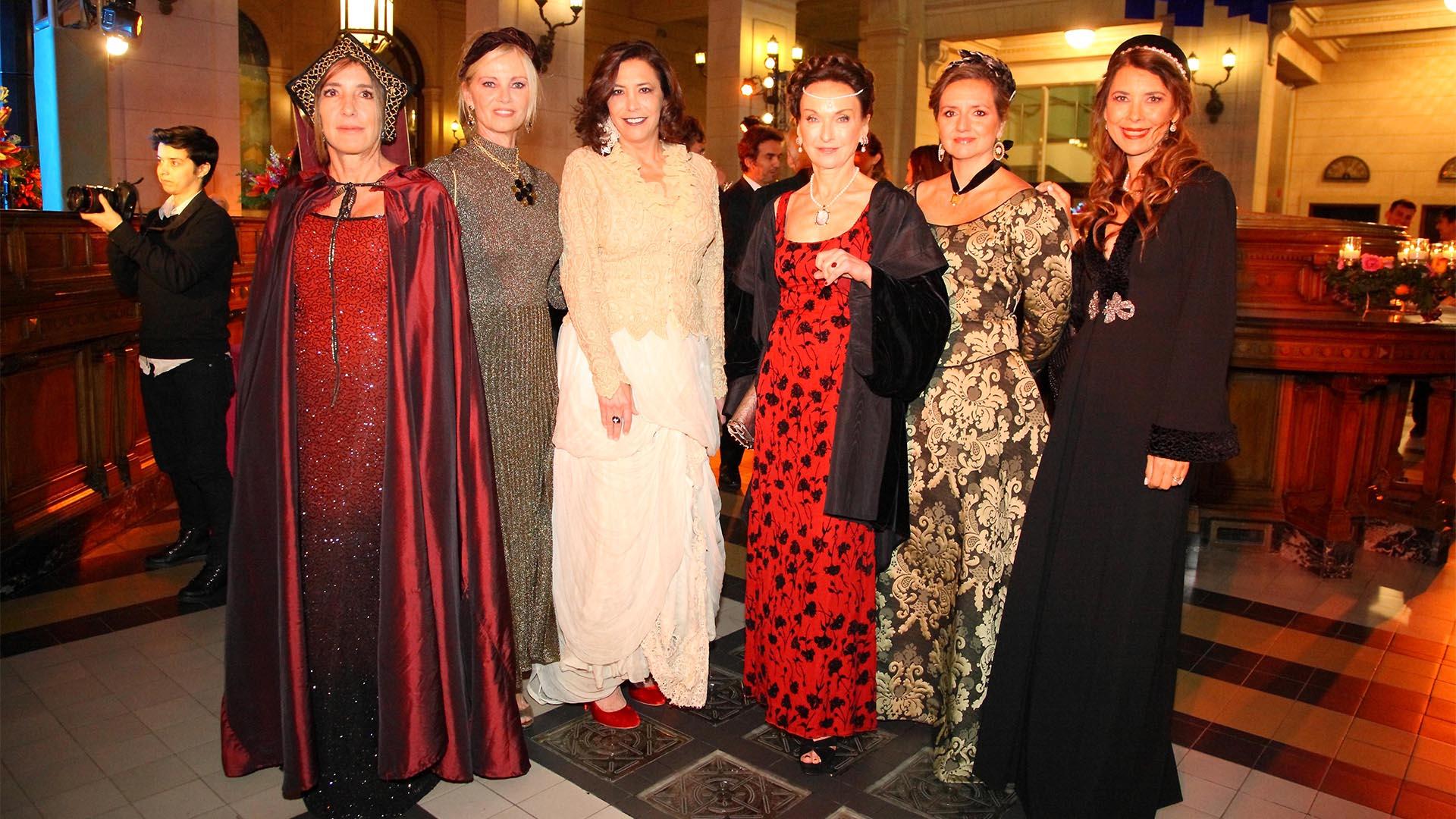 Verónica Zoani de Nutting, Josefina Carlés de Blaquier, Inés Justo, María Irene Herrero, Cecilia Remiro Valcarcel y Adriana Batán de Rocca