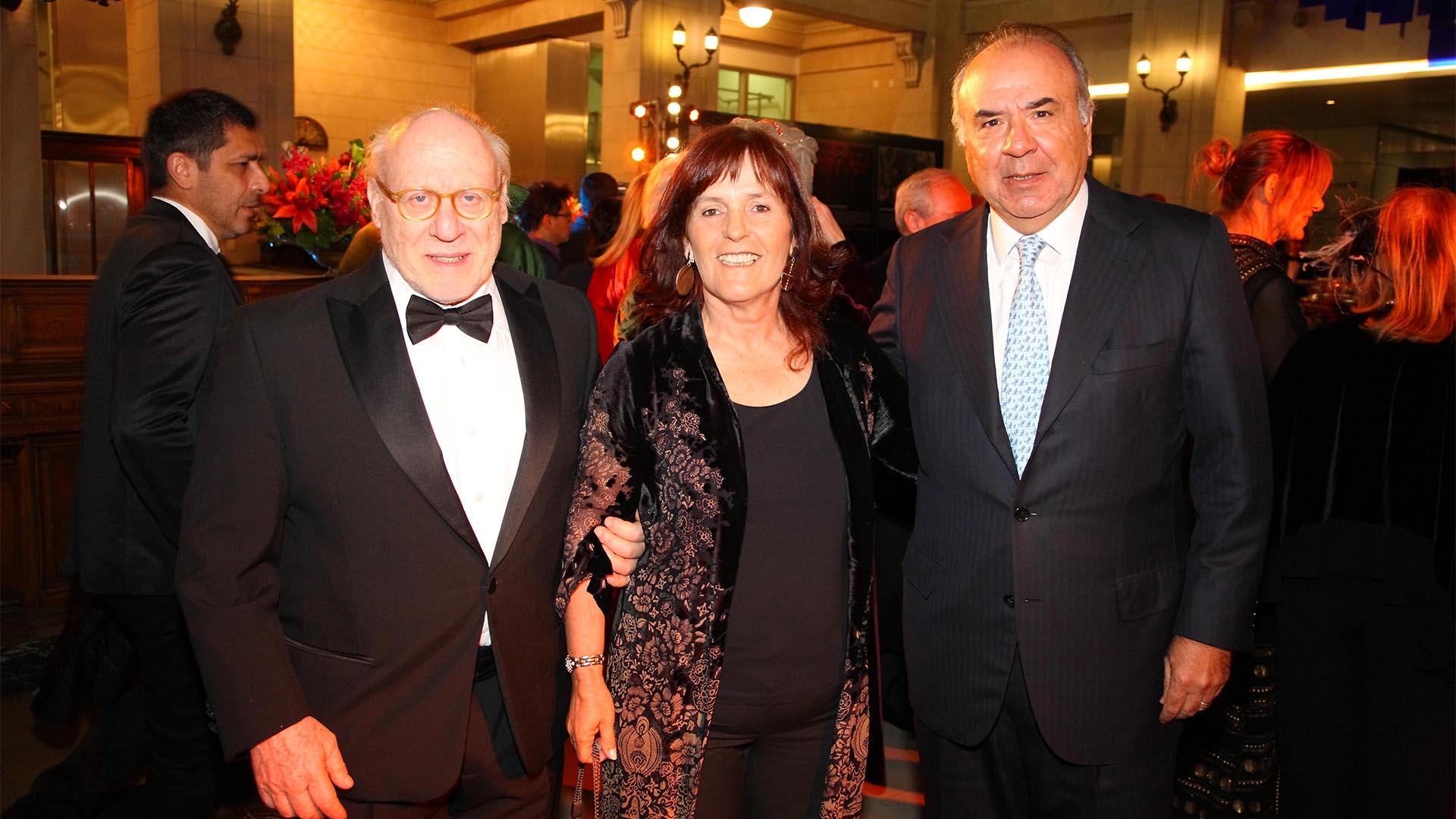 Julio César Crivelli, Clemencia y Santiago Nicholson