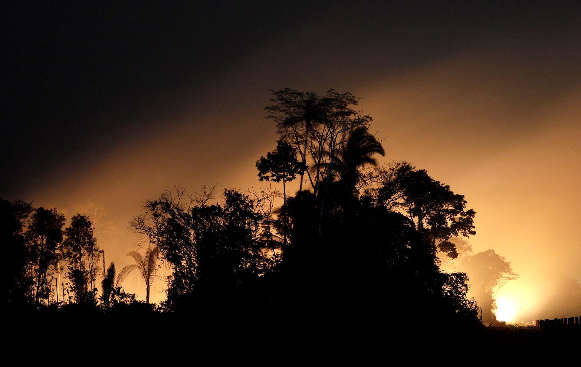 La espesa humareda aumenta la contaminación a lo ancho del Amazonas