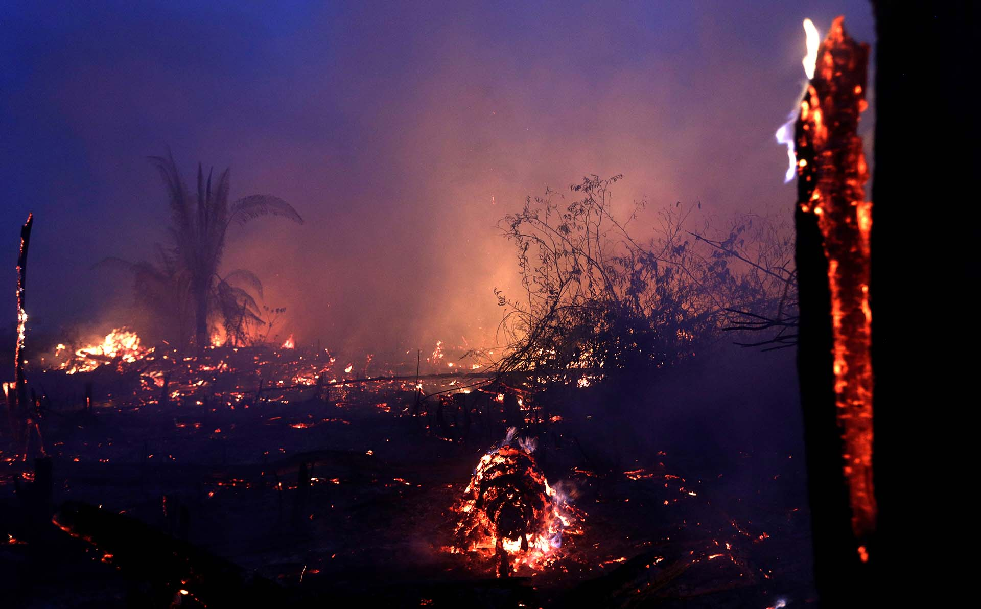 El fuego se propagó en Machadinho do Oeste, estado de Rondonia, en la parte brasileña del Amazonas