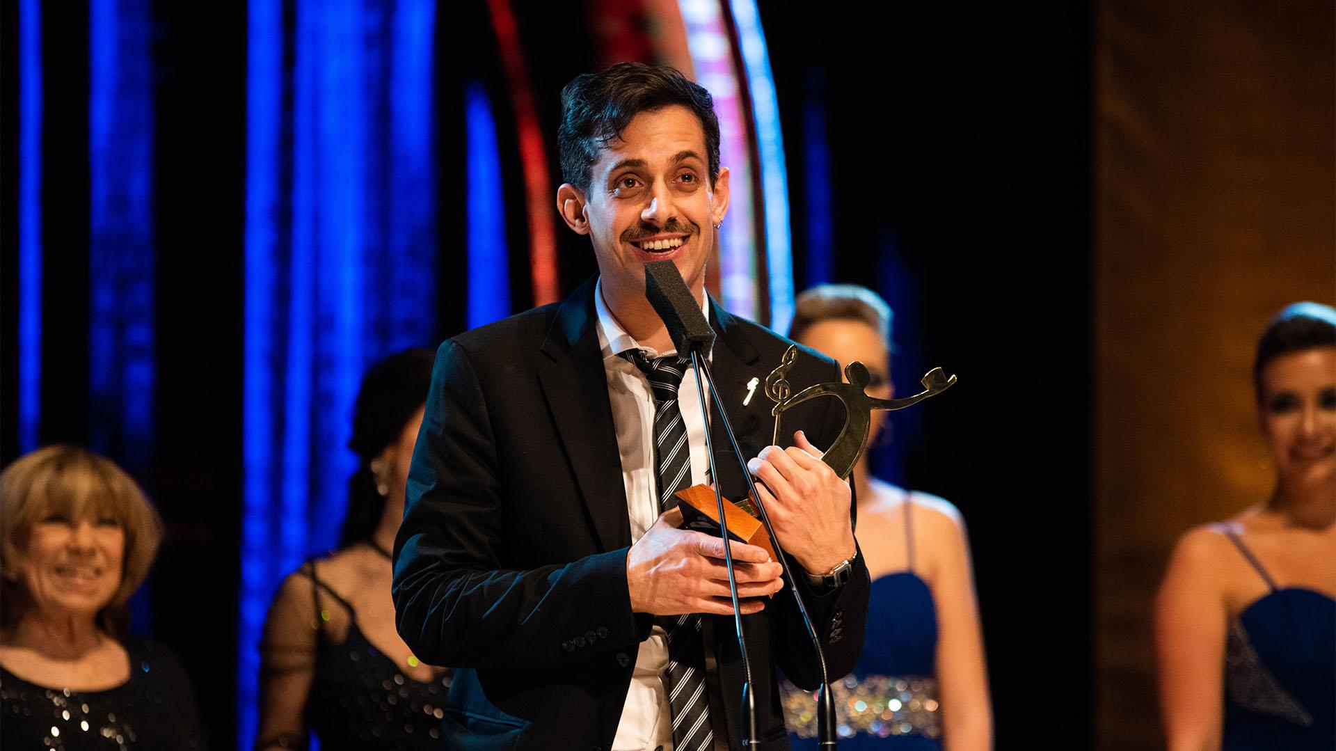"""Agustín """"Soy Rada"""" recibió su galardón en los Premios Hugo, en la categoría de Mejores letras de musical argentino (Foto: Franco Fafasuli)"""