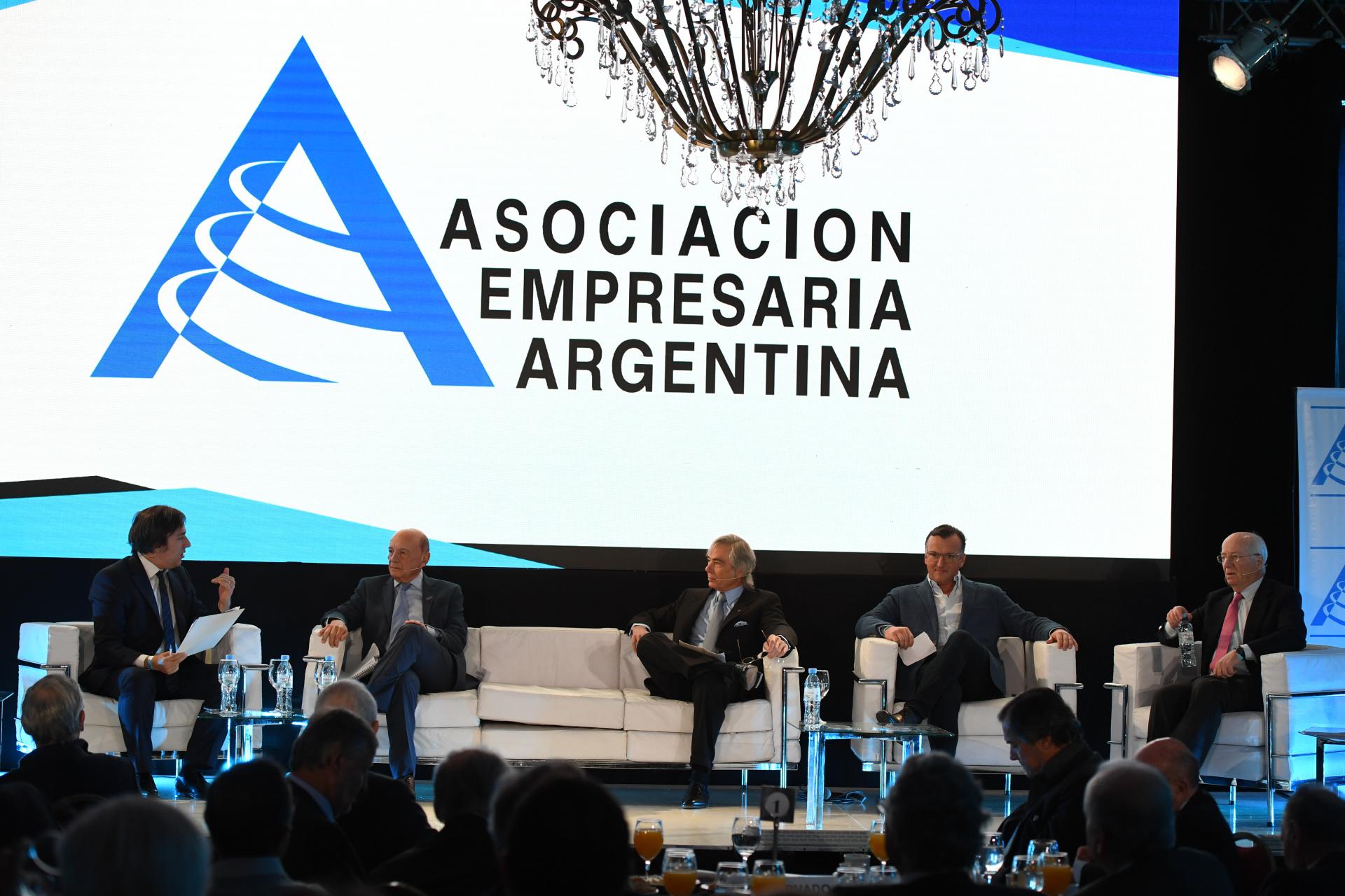 23 fotos de la IV Jornada de AEA: los empresarios más importantes del país  escucharon a Mauricio Macri - Infobae