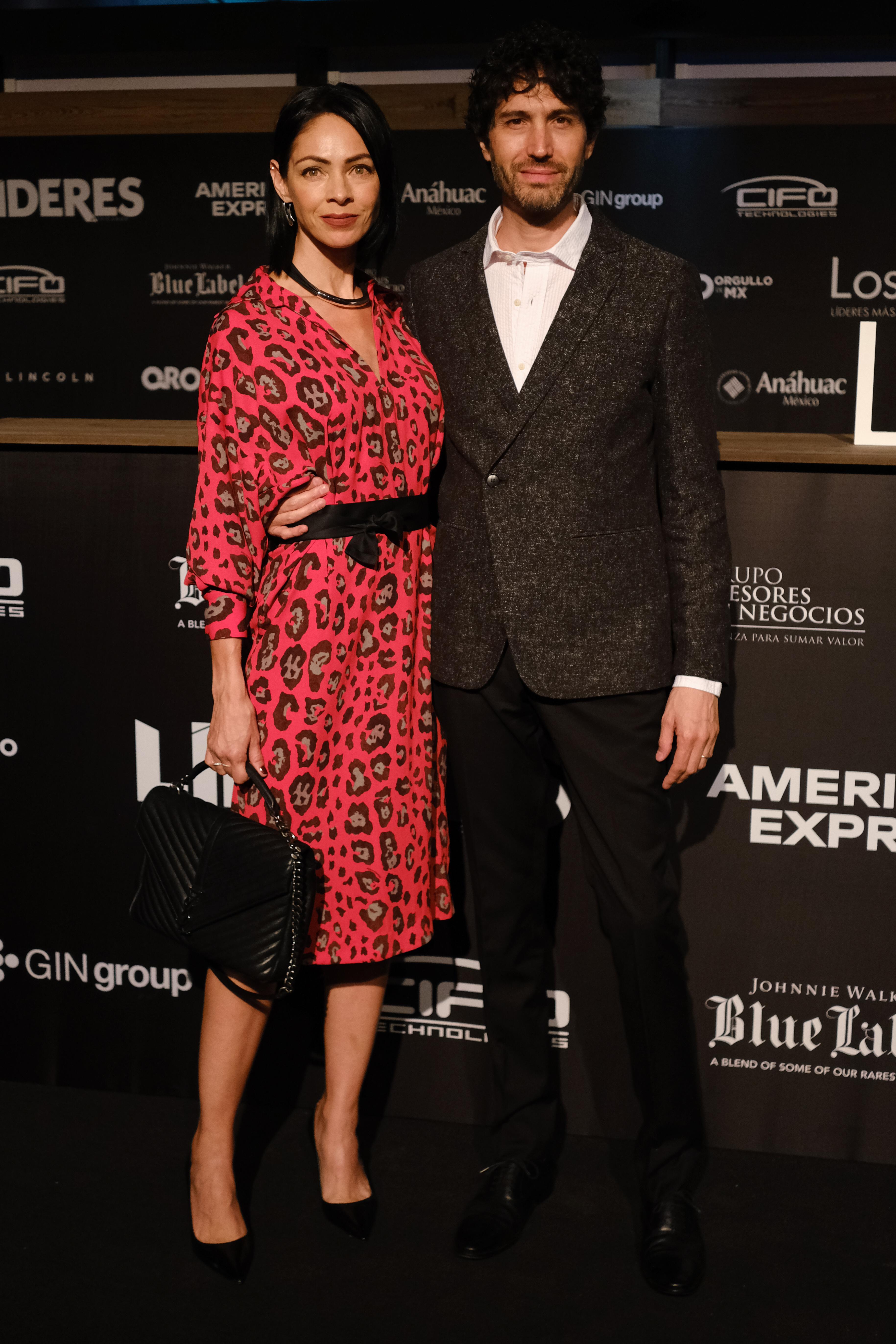 El cantante Benny Ibarra acompañado de su esposa Celina del Villar