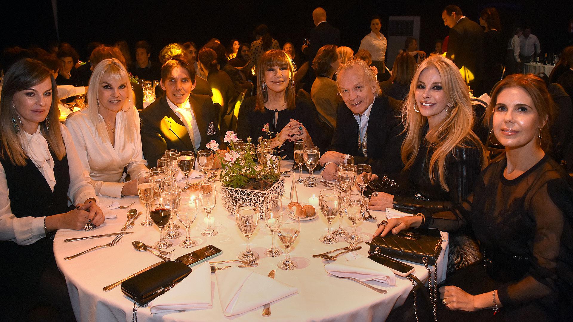 Delfina Frers junto a sus invitados y amigos