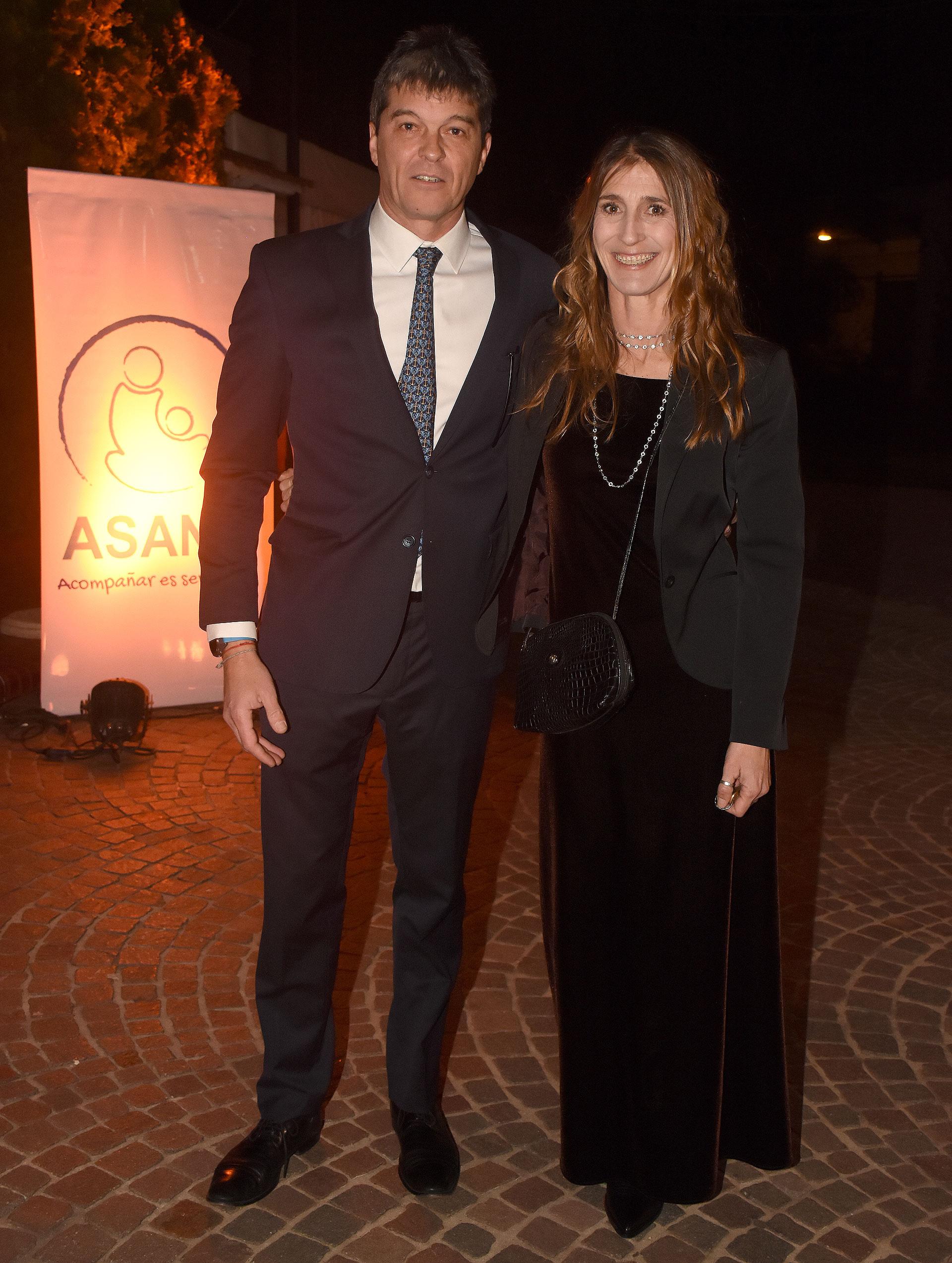 El presidente de ASANA, Christian Frers, junto a su hermana Mercedes, en la cena anual a beneficio de la entidad que ayuda a jóvenes y adultos (a partir de los 18 años) con discapacidad mental severa