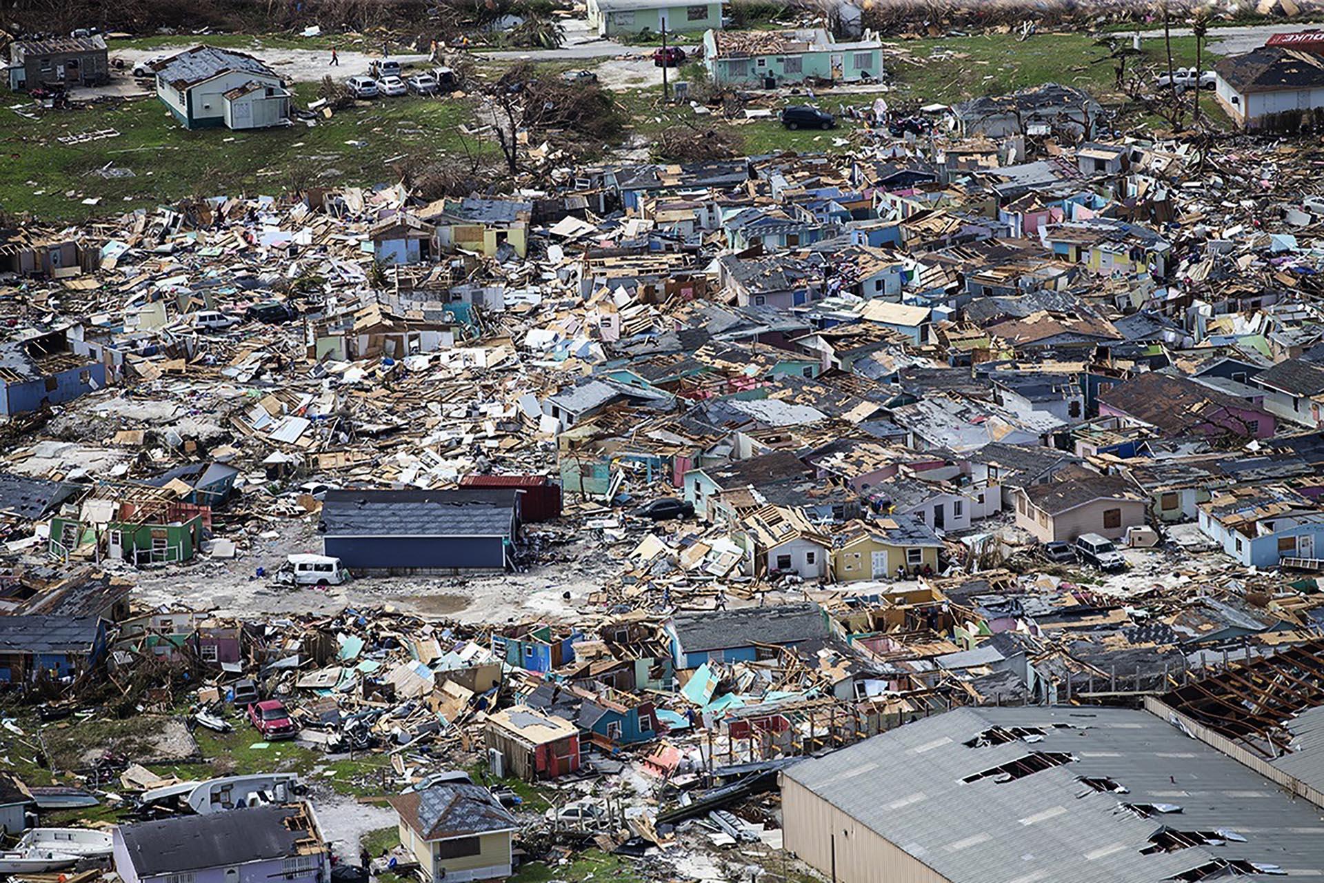 Esta foto muestra las consecuencias del paso del huracán Dorian en Marsh Harbour, Bahamas, el miércoles 4 de septiembre de 2019