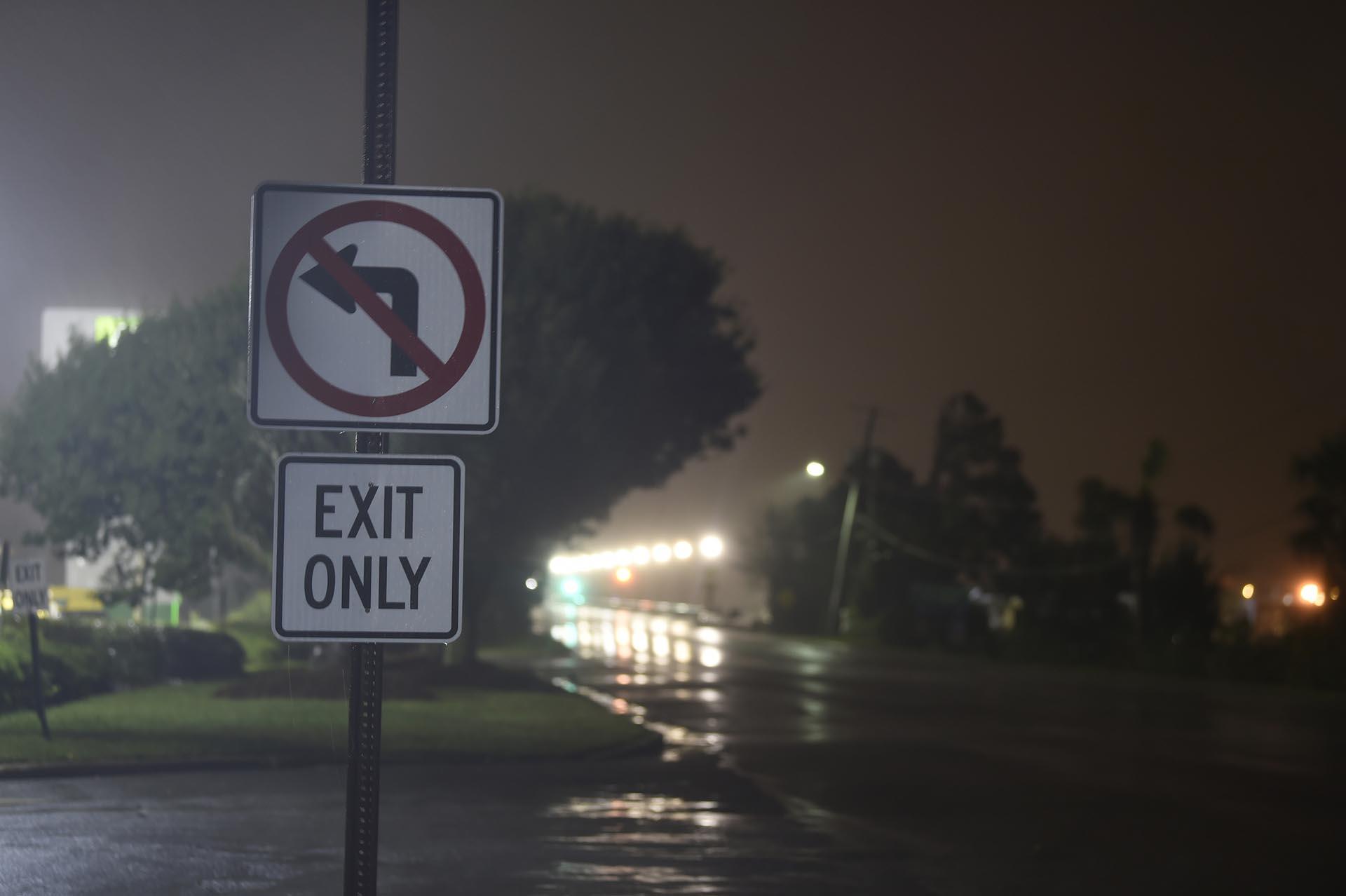 Las lluvias y el viento cubren Charleston, Carolina del Sur, temprano en la mañana del jueves 5 de septiembre de 2019, cuando el huracán Dorian ingresa al área. El huracán Dorian comenzó a rastrillar la costa del sudeste de EEUUamenazando con inundar las costas bajas desde Georgia hasta el suroeste de Virginia con una peligrosa marejada ciclónica después de su matanza mortal en las Bahamas