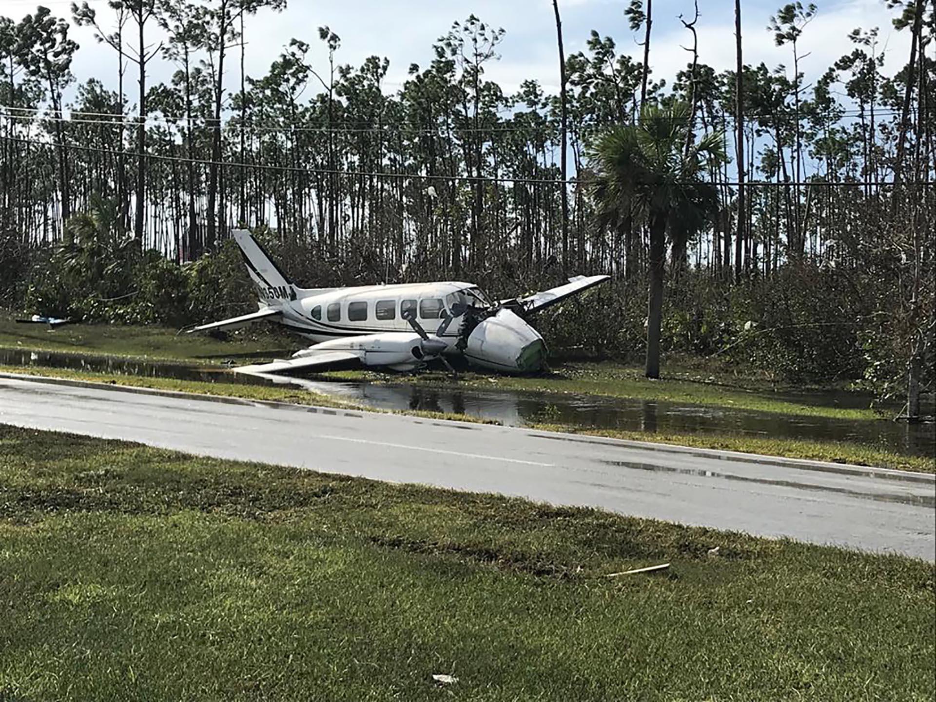 Los escombros que dejó el huracán Dorian ensucian el Aeropuerto Internacional de Gran Bahama en Freeport, el 4 de septiembre de 2019