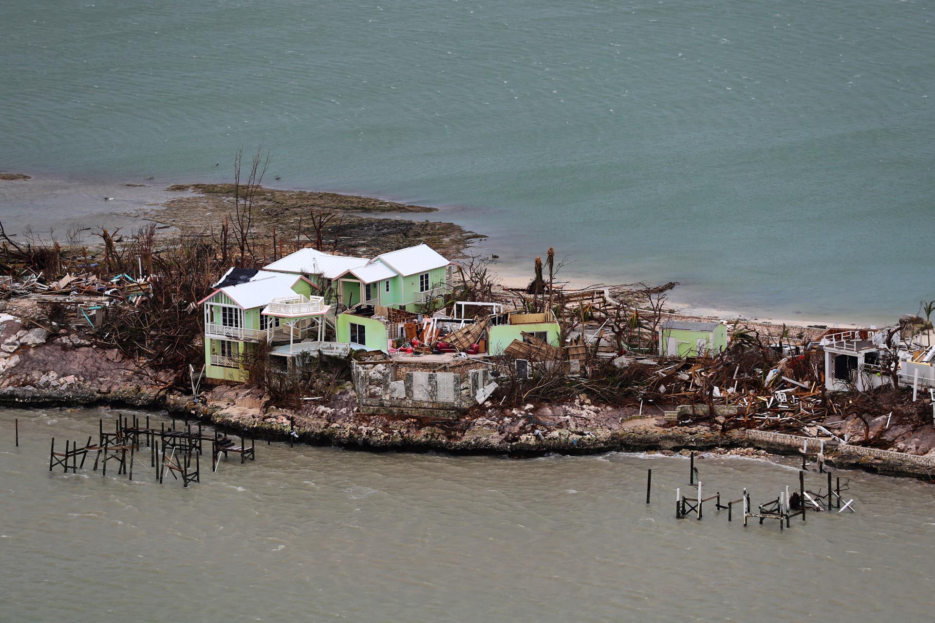 Los equipos de las Bahamas, Estados Unidos y Gran Bretaña intensificaron los esfuerzos de rescate el miércoles para los sobrevivientes del huracán Dorian, que causó una devastación generalizada mientras azotaba el archipiélago atlántico