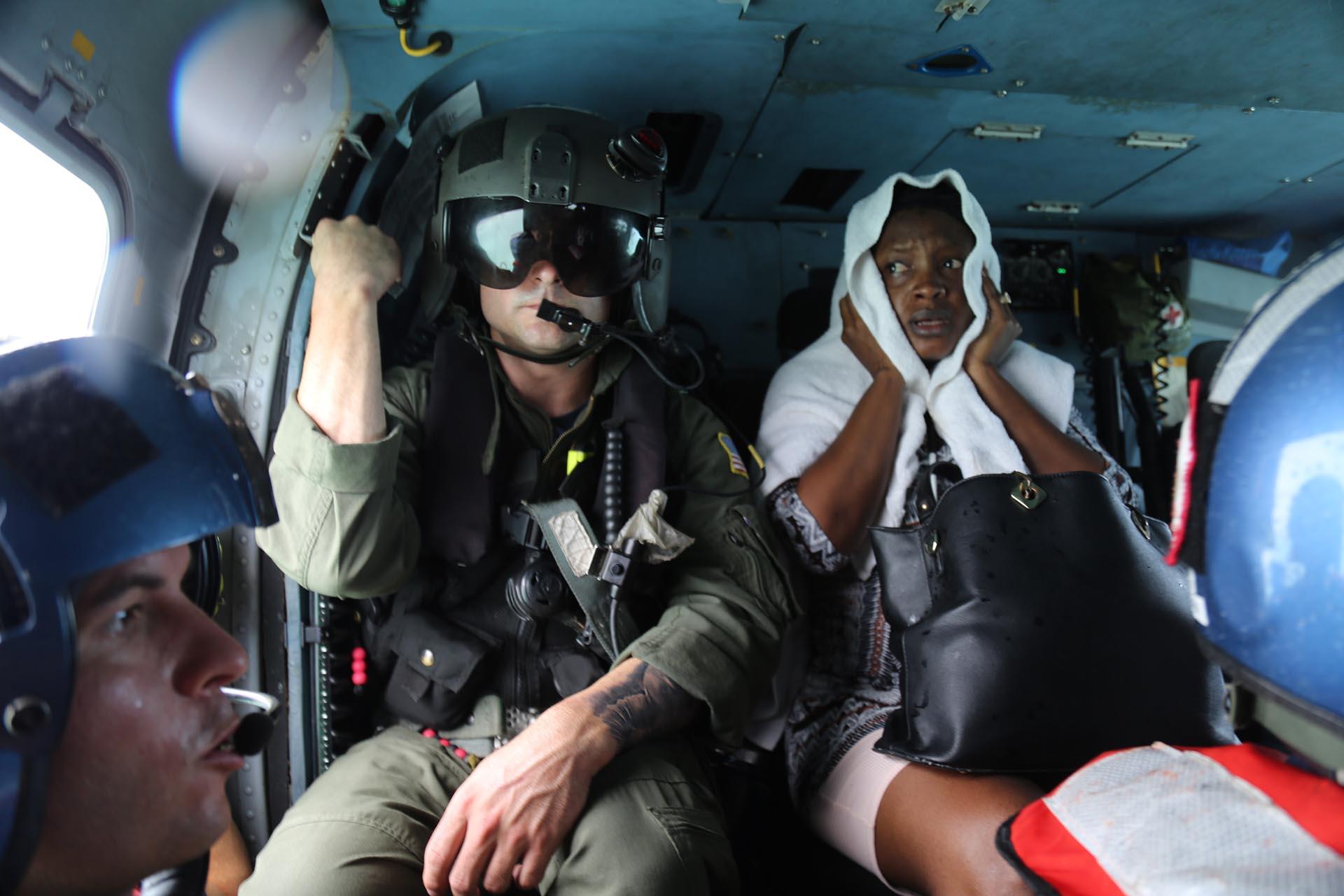 Utilizando botes, helicópteros e incluso motos acuáticas, los equipos de las Bahamas, de los EEUU y los británicos realizaron un agitado esfuerzo de rescate para las víctimas del huracán Dorian, que causó una destrucción inimaginable en las Bahamas