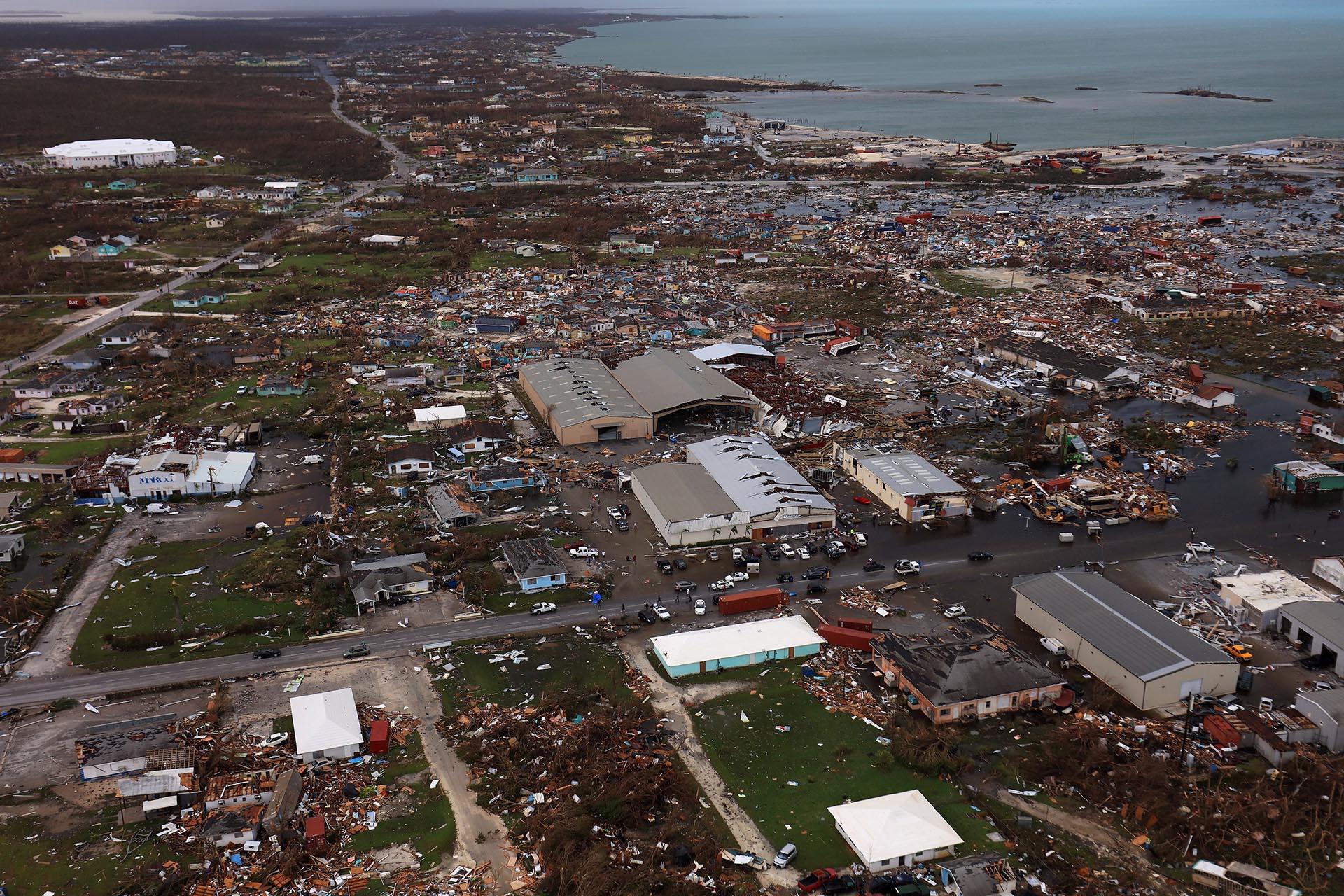 Los equipos de rescate en las Bahamas se desplegaron a través de un paisaje devastado de casas destrozadas e inundadas que intentaban llegar a las víctimas empapadas y aturdidas del huracán Dorian y tomar la medida completa del desastre