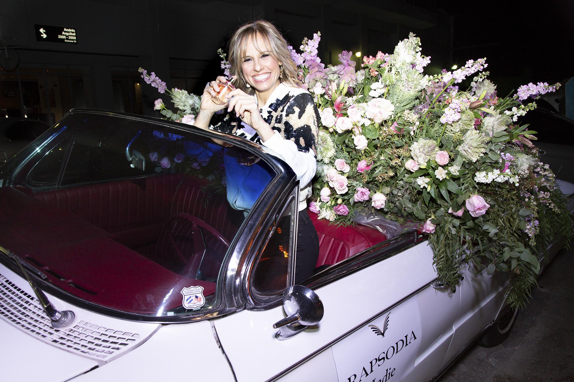 La conductora Mariana Fabbiani feliz con su nuevo perfume de aromas floral amaderado irresistiblemente femenino