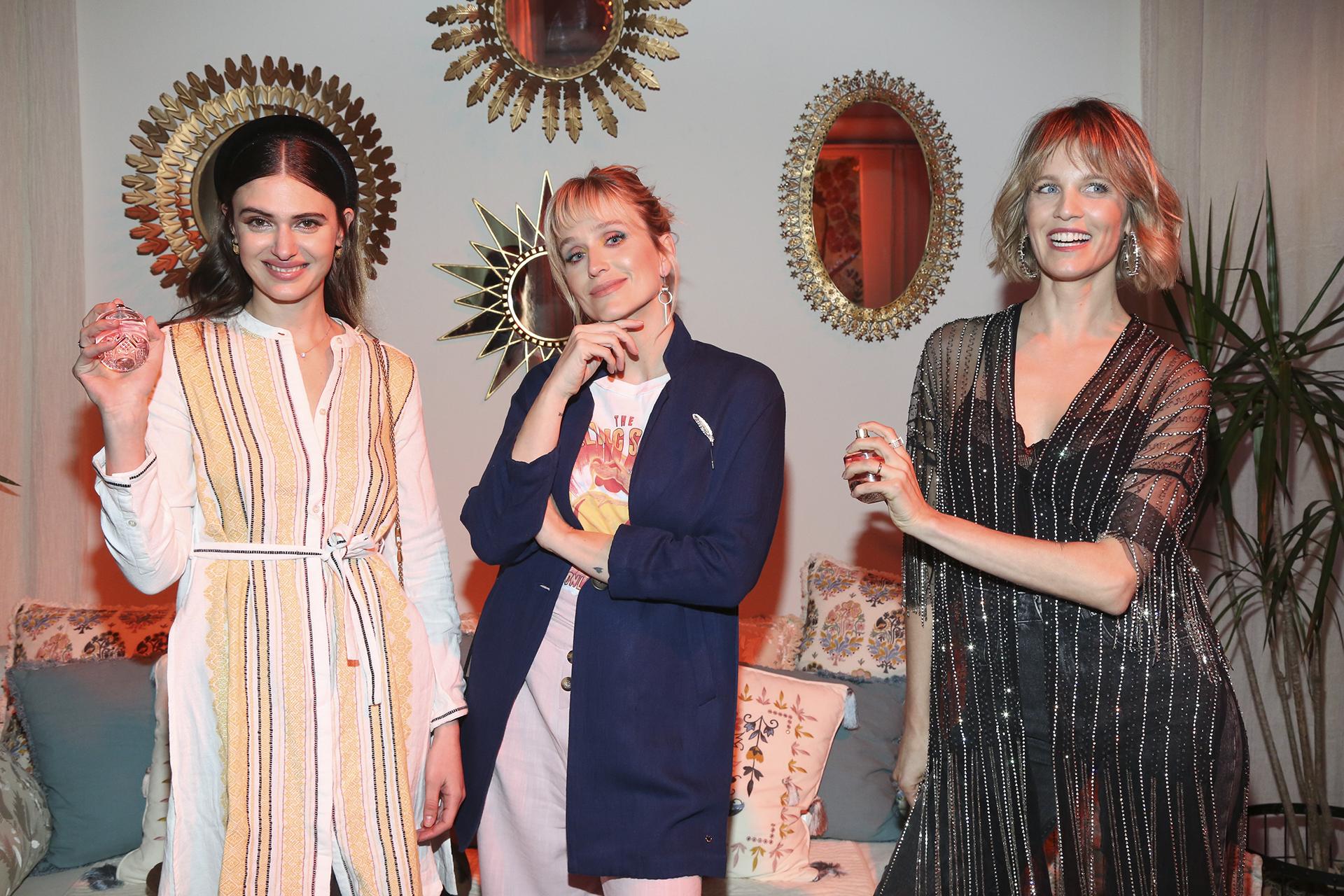Mia Flores Pirán, Brenda Gandini y Liz Solari perfumándose con Indie, el nuevo perfume deRapsodia