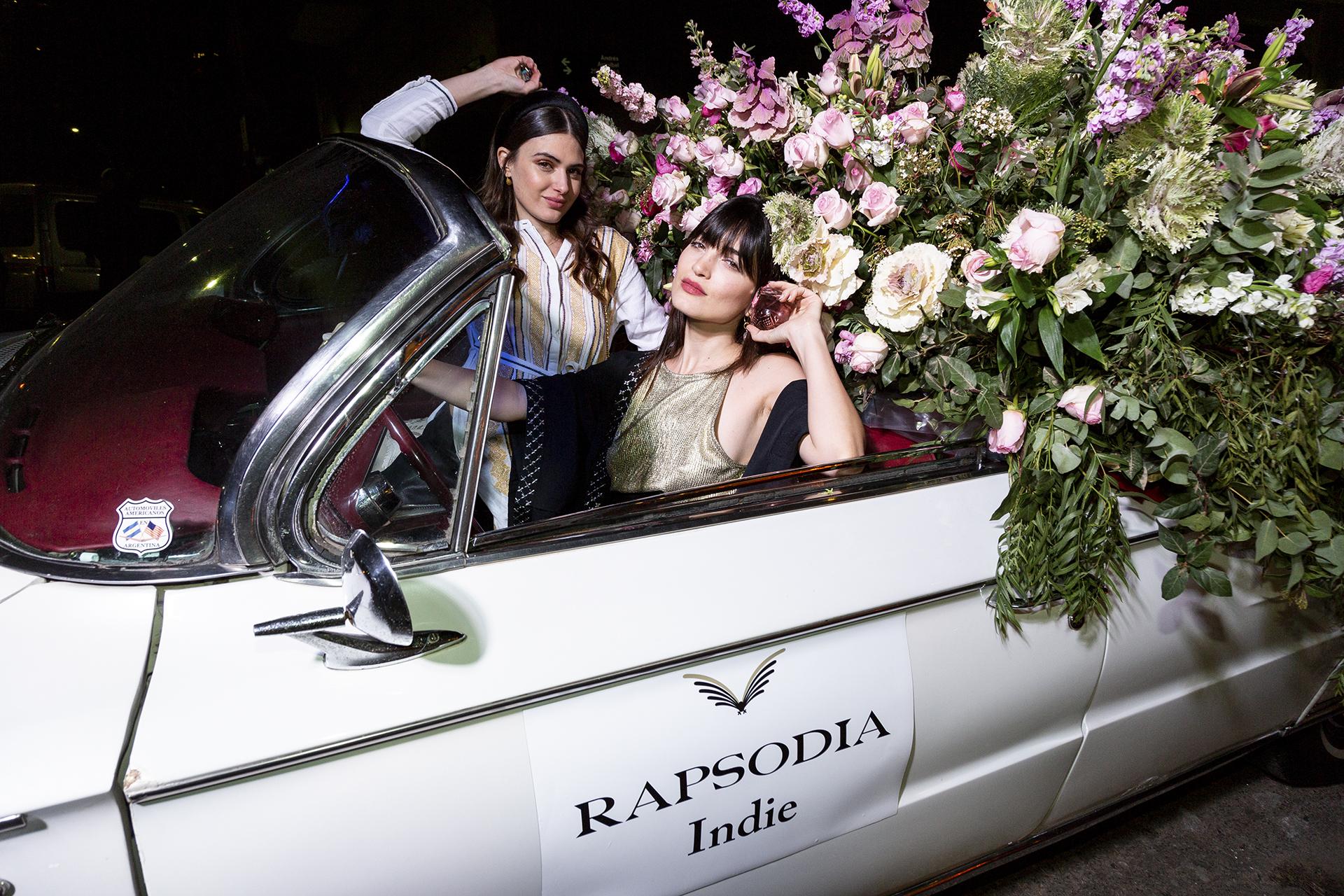 Las cuñadas, Mia Flores Pirán y Carla Moure, divertidas en el lanzamiento de la nueva fragancia