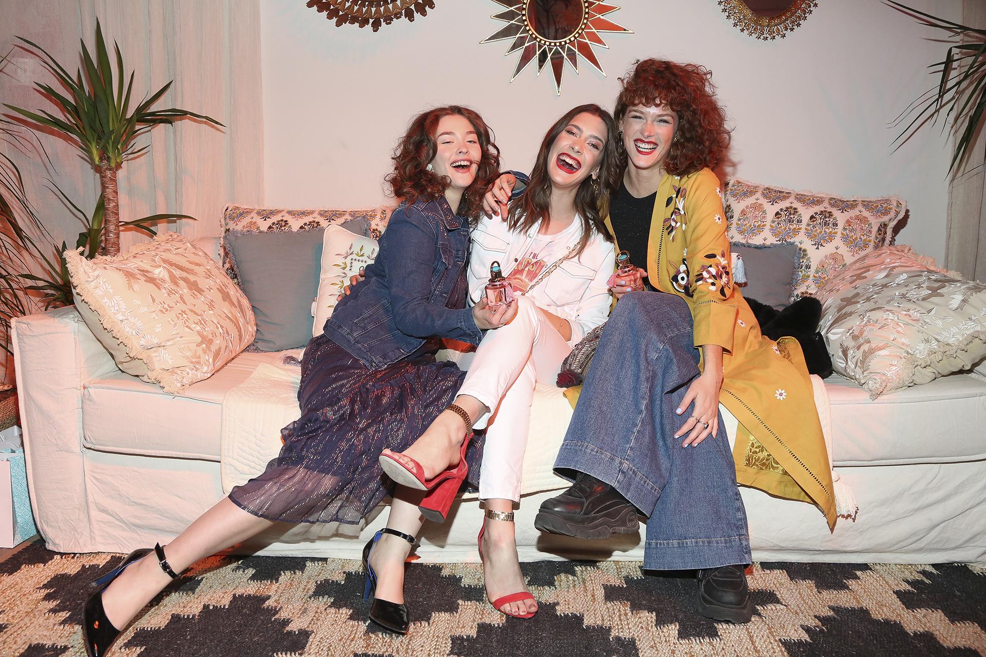 Minerva Casero, Clara Alonso y Jenny Martinez divertidas en el evento lanzamiento de Rapsodia Indie.