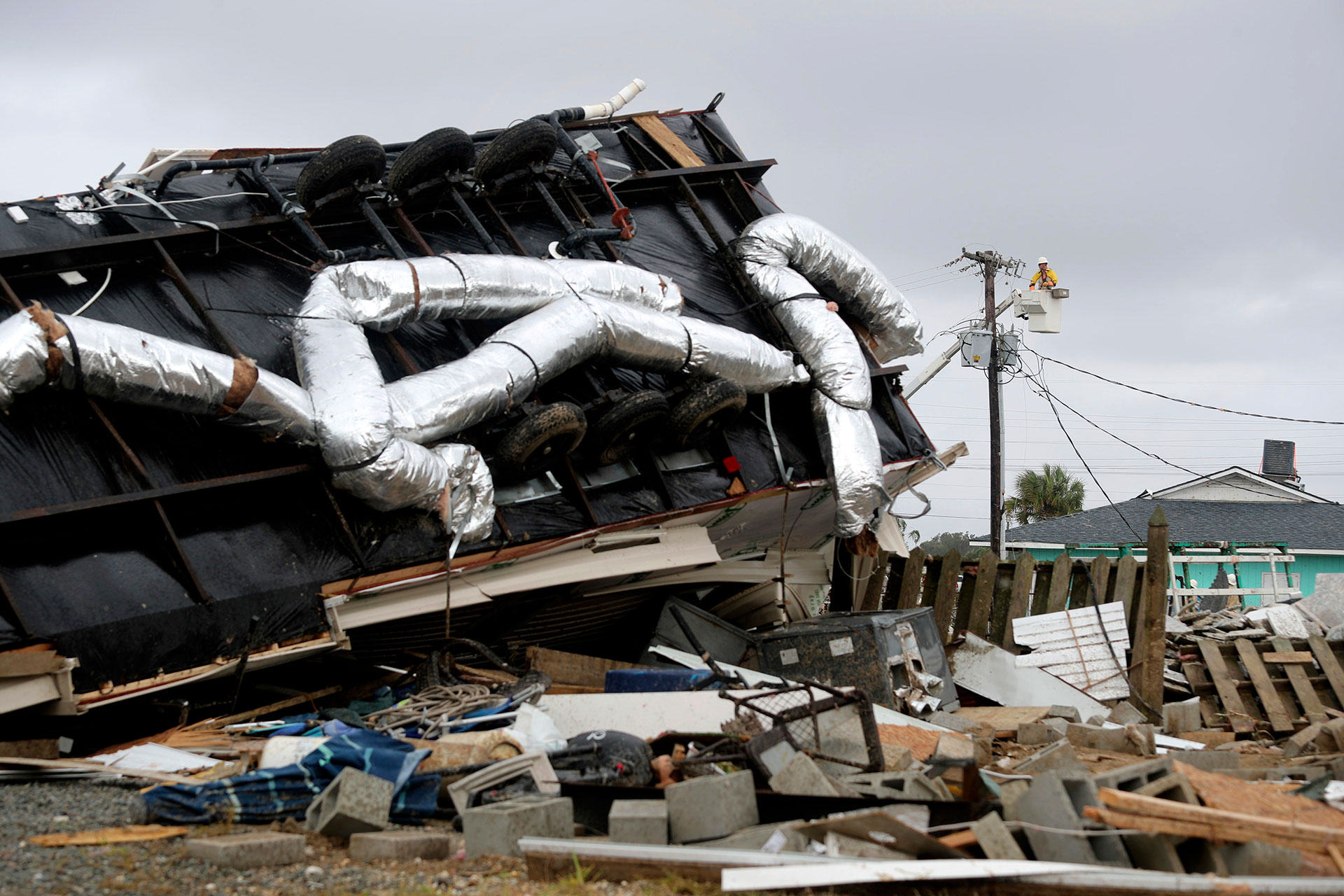 Las autoridades comenzaron a hacer evacuaciones preventivas (AP)