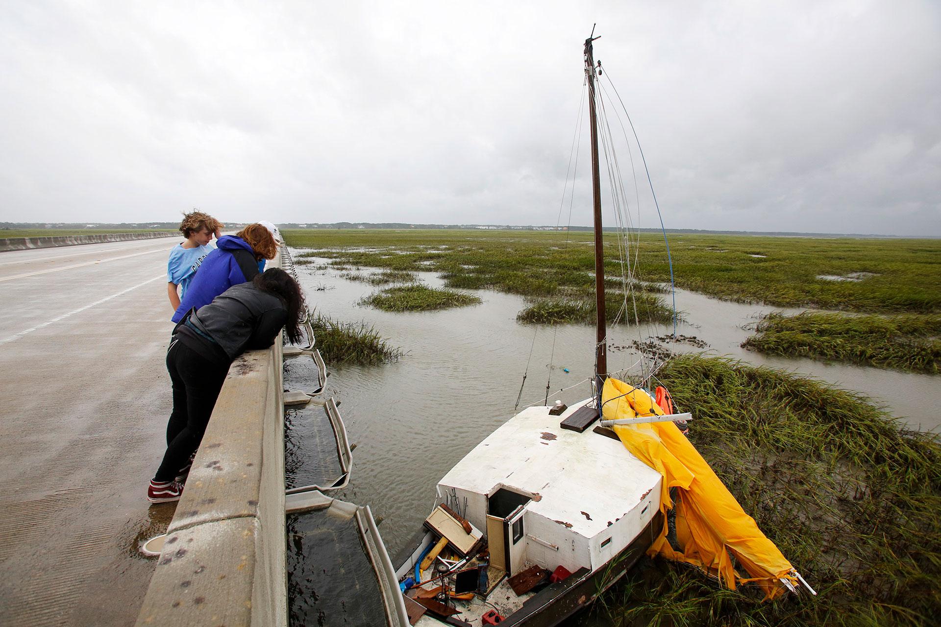 El huracán dejó destrozos en su paso por Carolina del Sur (AP)