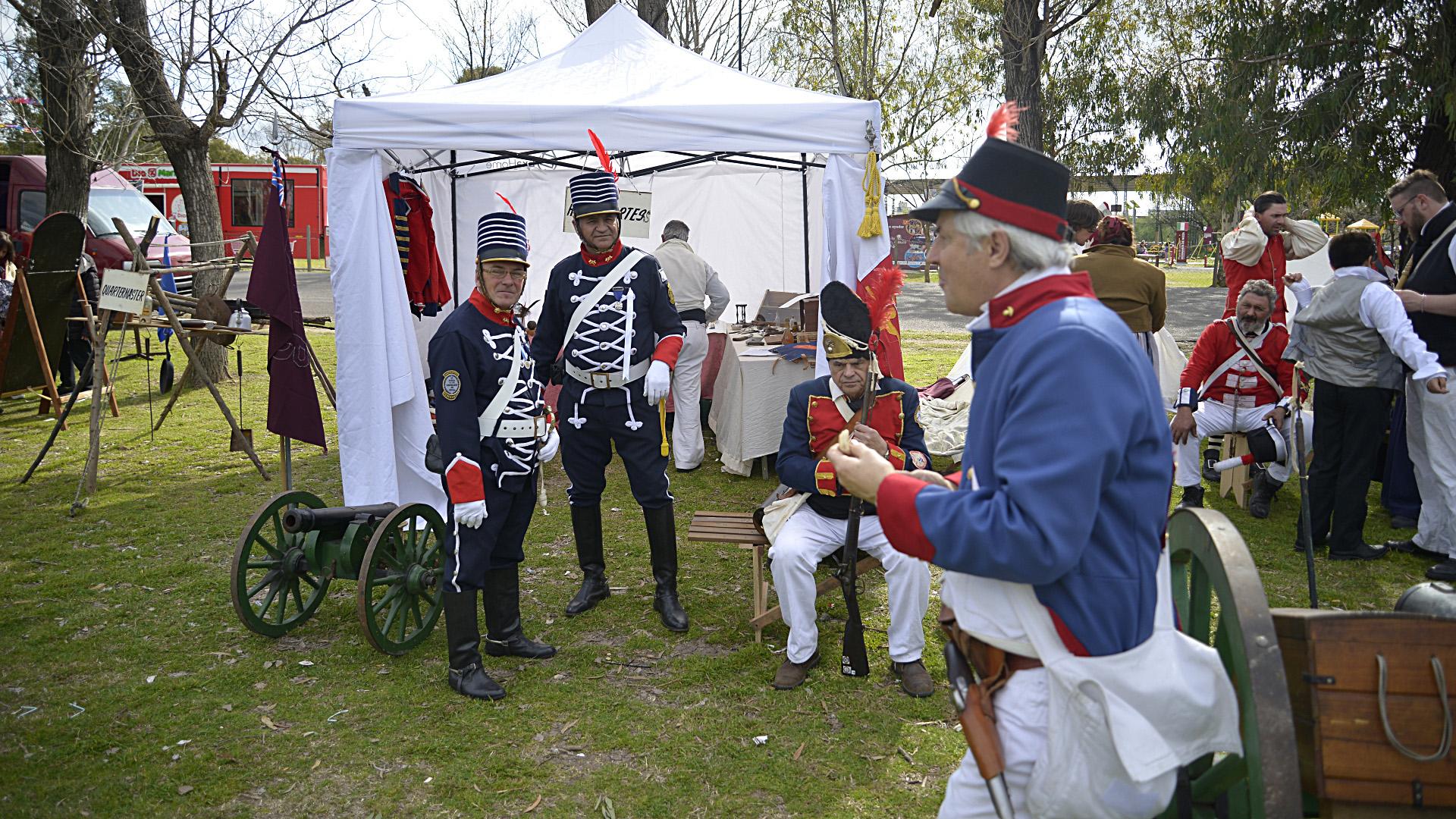 Los soldados aliados posan para la foto (Gustavo Gavotti)