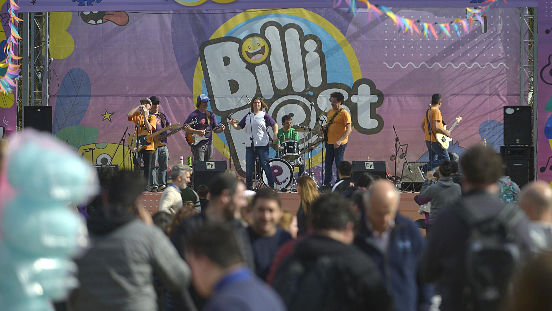 Música, diversión y colorido se dio cita en Lanús en el BilliFest. Mañana domingo de 12 a 18 también se podrán disfrutar de diferentes actividades en el predio