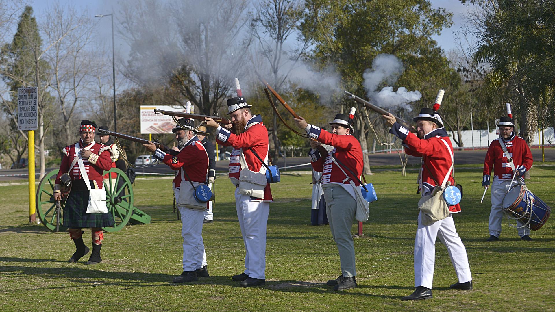 Con trajes originales, armamento y hasta cañones, todos disfrutaron de un gran show